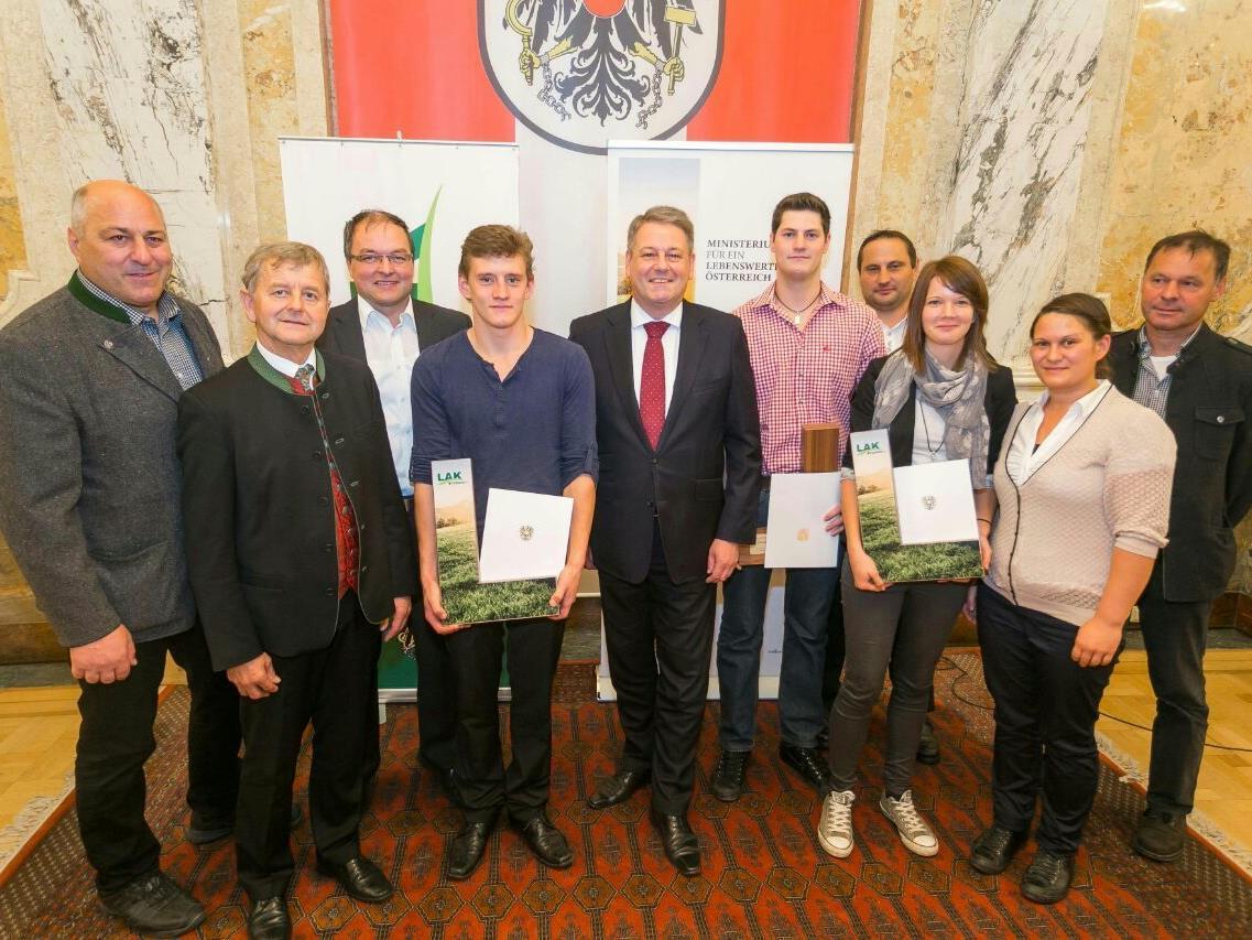 Auszeichnung von Elisa Schlachter im Bundesministerium für Land und Forstwirtschaft