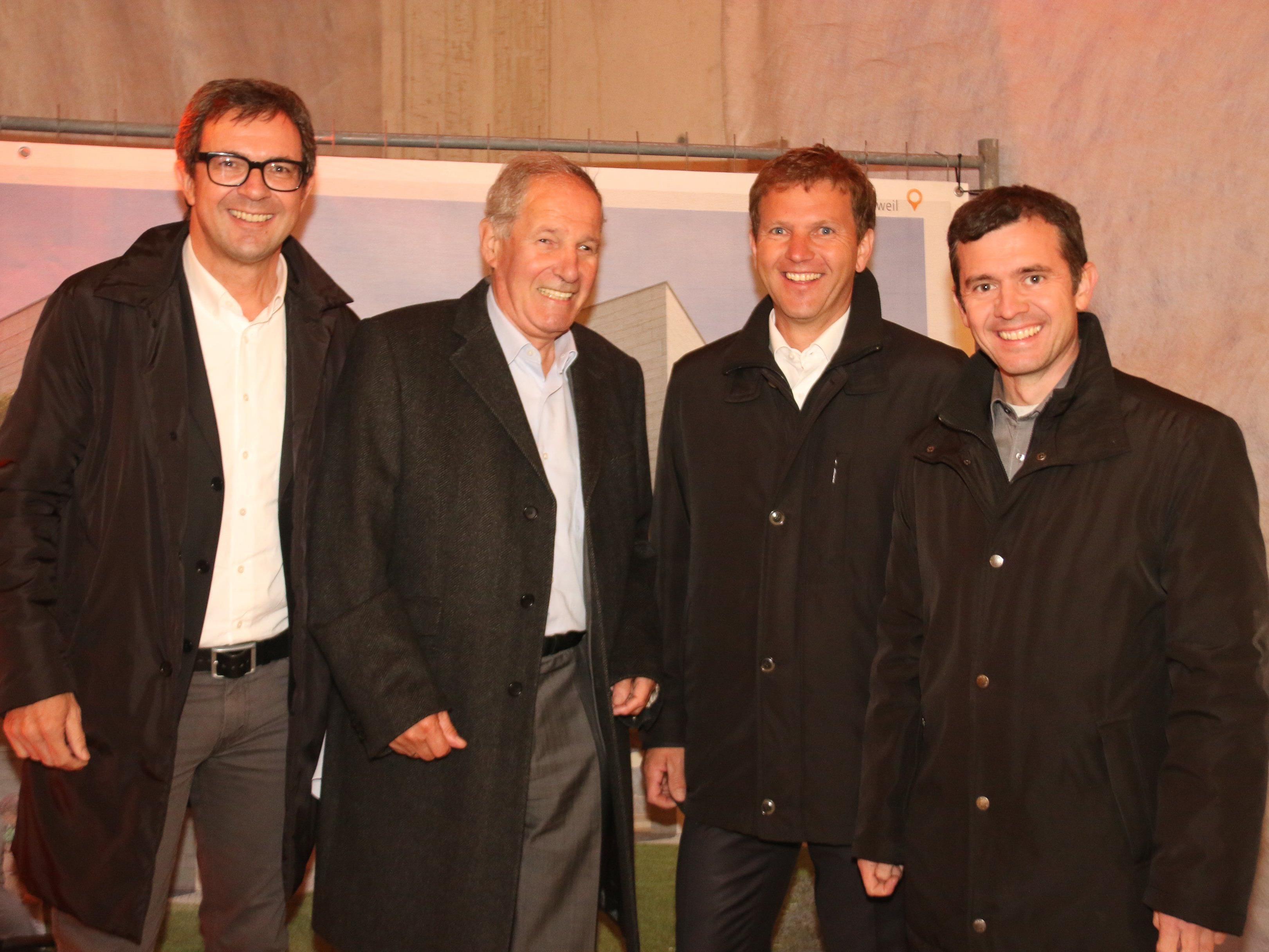 Bernhard Ölz Joe Welte, Roman Rauch und Martin Summer amüsierten sich prächtig bei der Firstfeier in Rankweil.