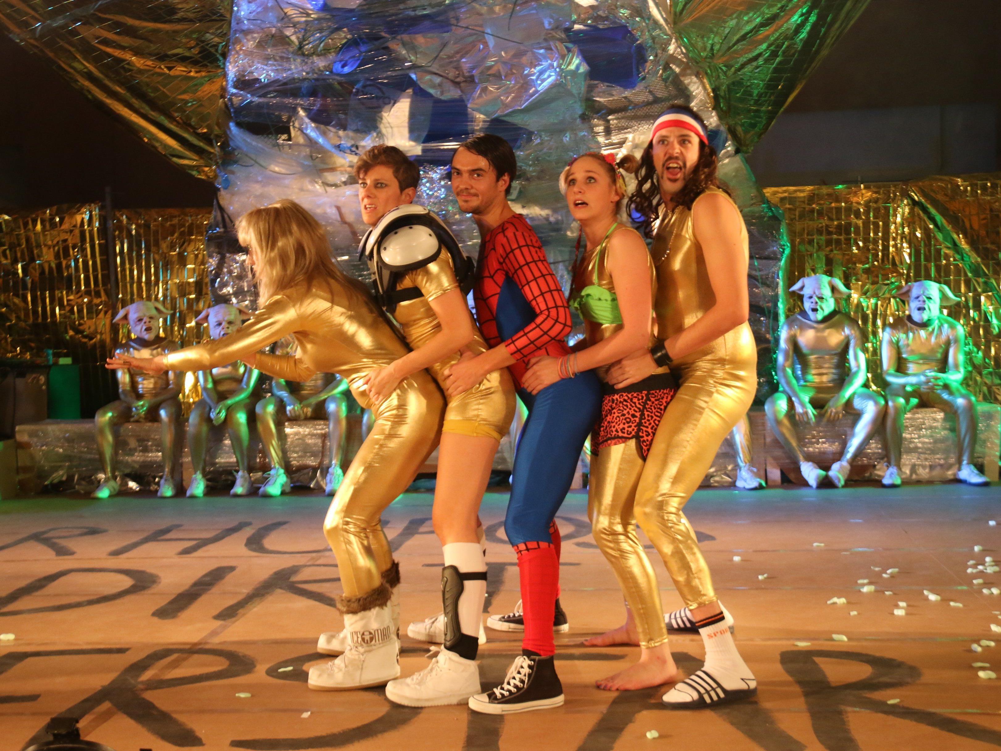 Die fünf Reiter der Apokalypse beim witzig, spritzige Theater von Irina Orlovskaya.