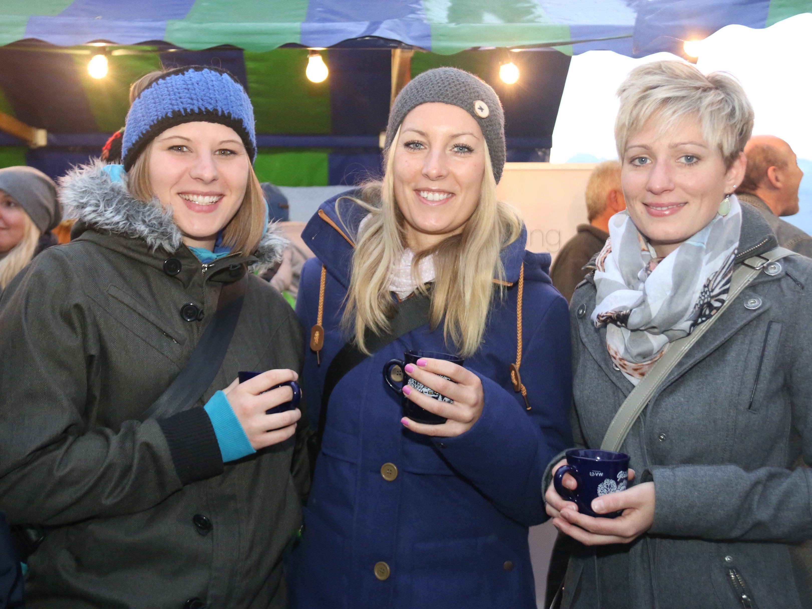 Gute Stimmung beim Markt: Claudia, Sabine und Miriam.
