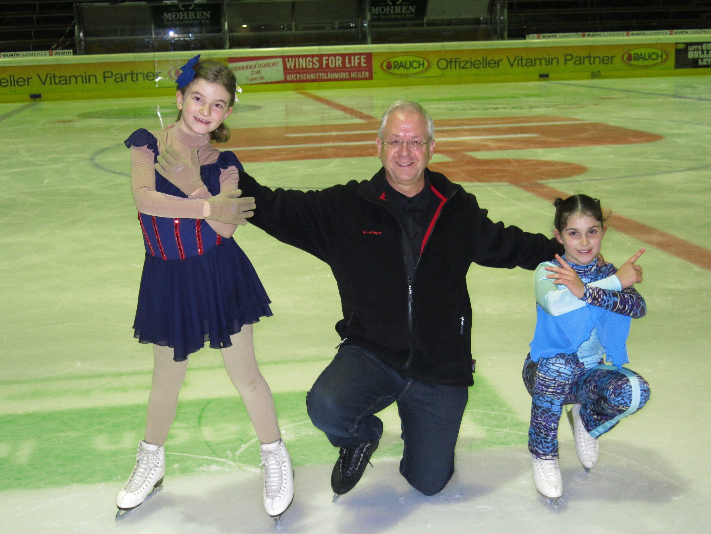 Thomas Klotz mit seinen Schützlingen Victoria und Sarah.
