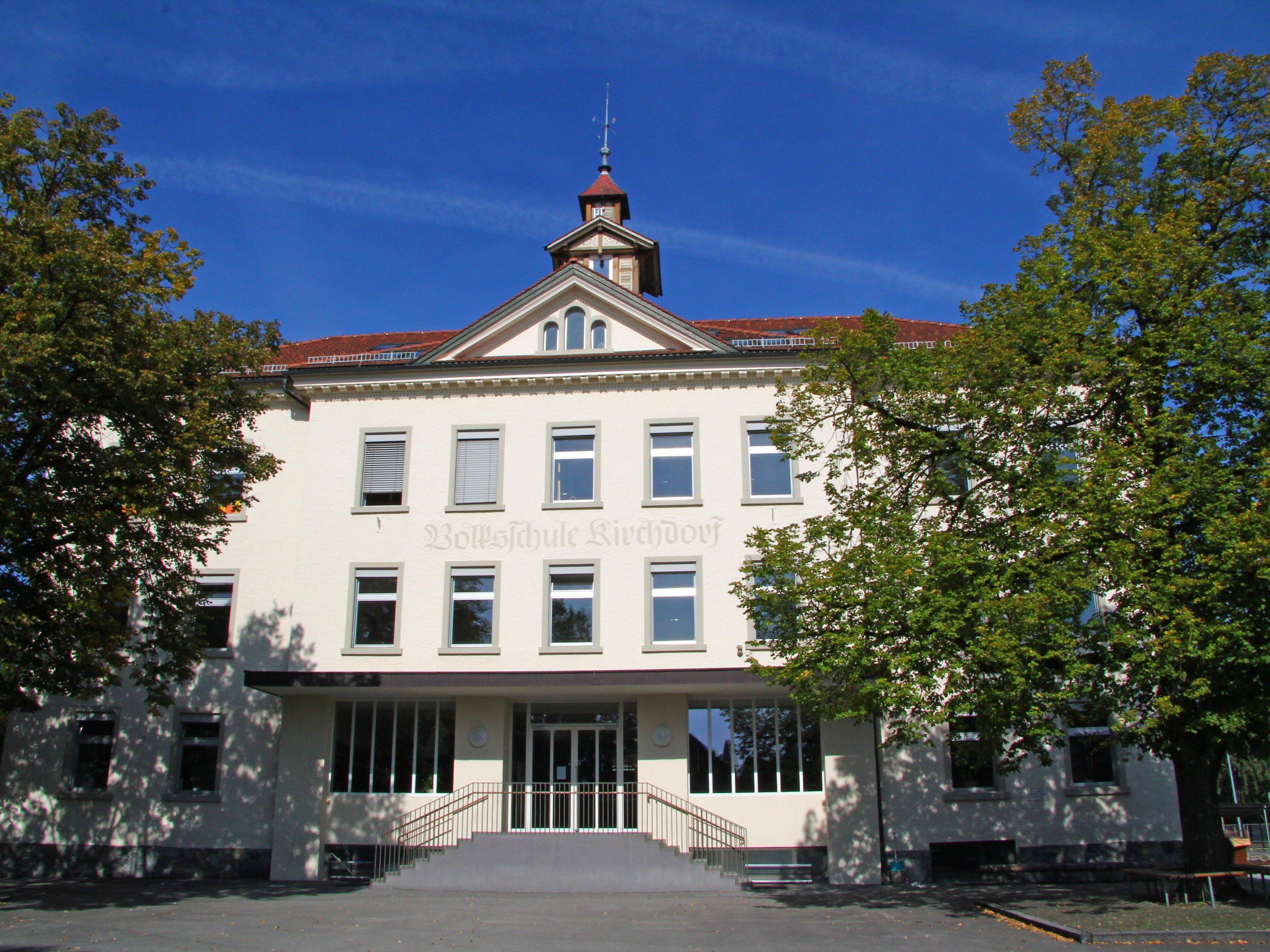 Während die Schüler des Hauptgebäudes (Bild) auf den Pausenhof können, ist dies beim Nebengebäude nicht möglich.