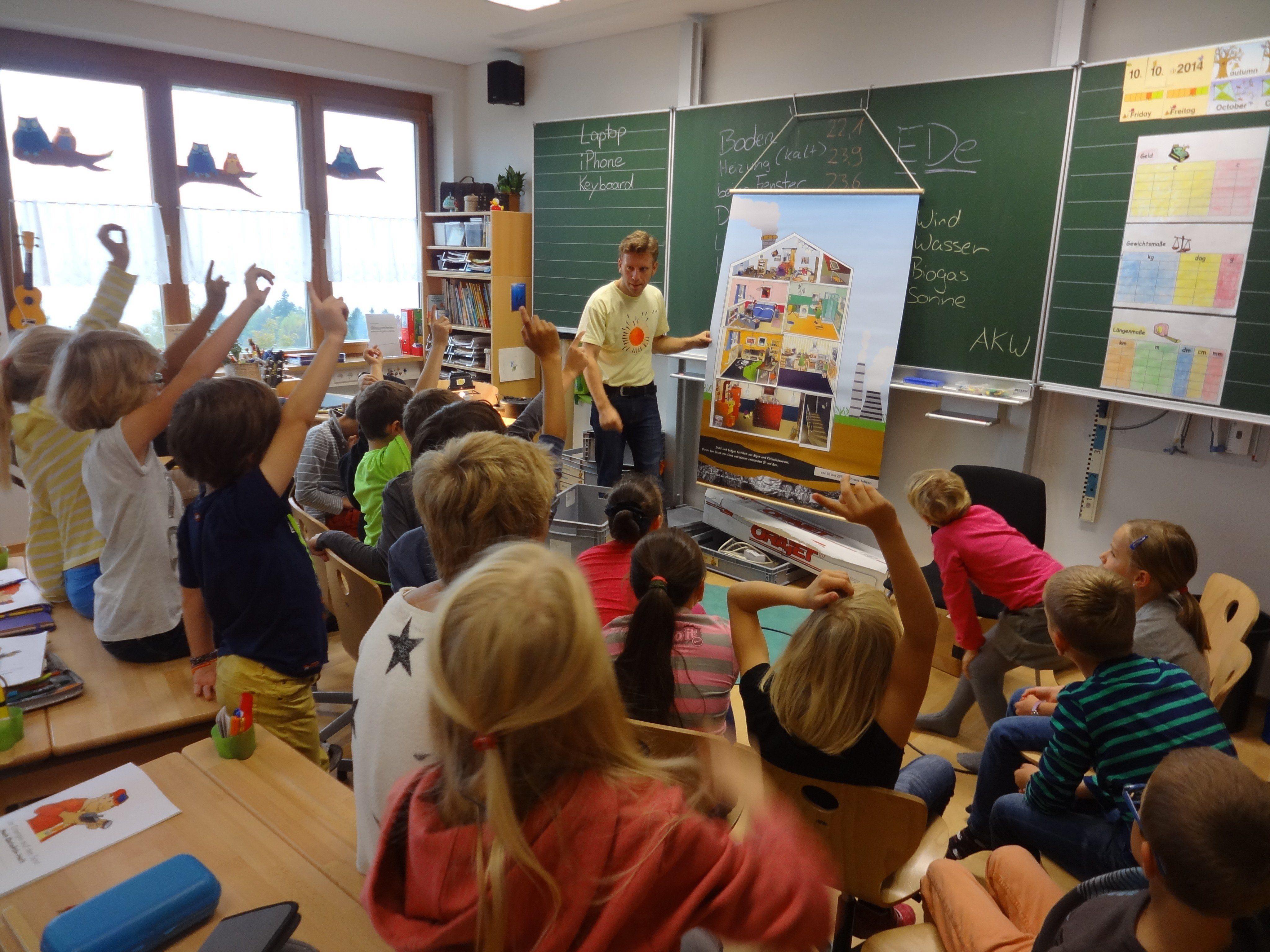 """Auch die Volksschüler in Eichenberg lernten, wie sie der Energie und den """"Energiedieben"""" im Alltag auf die Spur kommen können."""