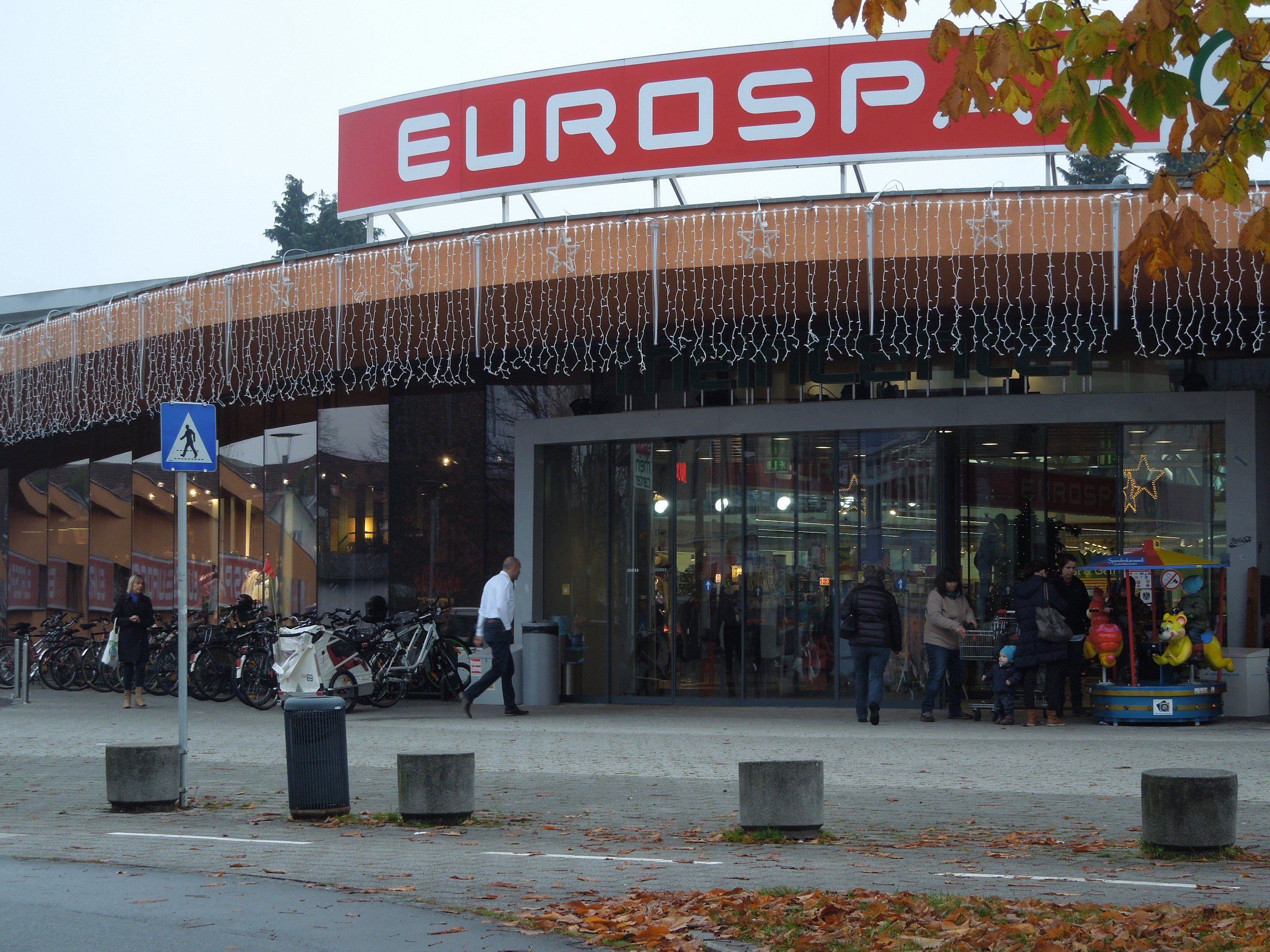 Der Platz vor dem Rheincenter wird jeden Tag geräumt.