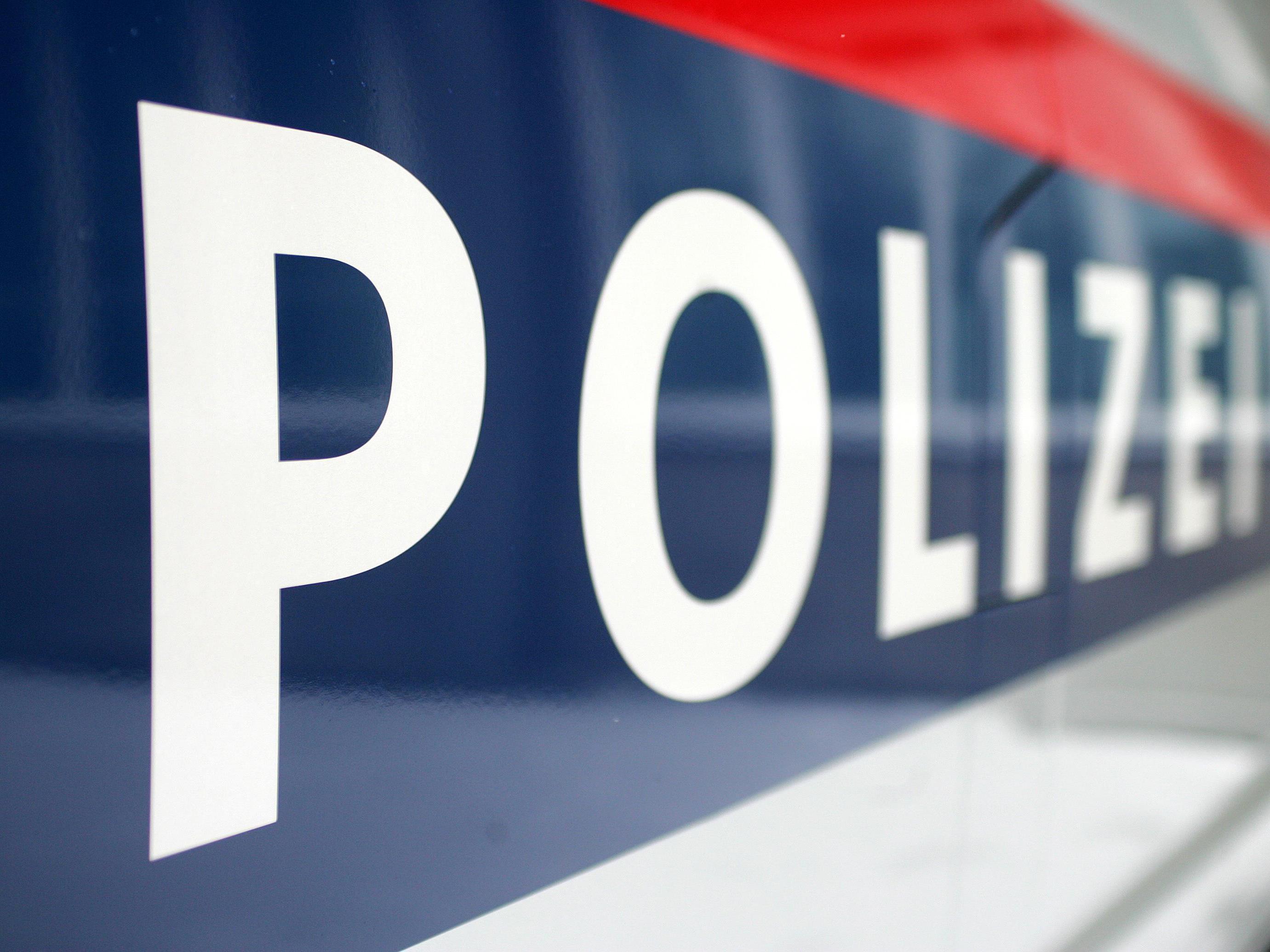 Ein 17-Jähriger stürzte auf der Flucht vor der Polizei drei Meter in einen Abgrund