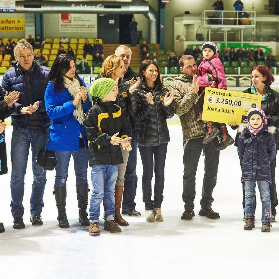 """EHC Lustenau überreichte einen Scheck von über dreitausend Euro an """"Joana"""""""