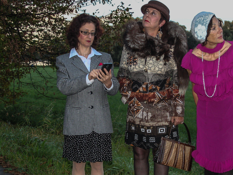 Auf was diese 3 Damen wohl warten?