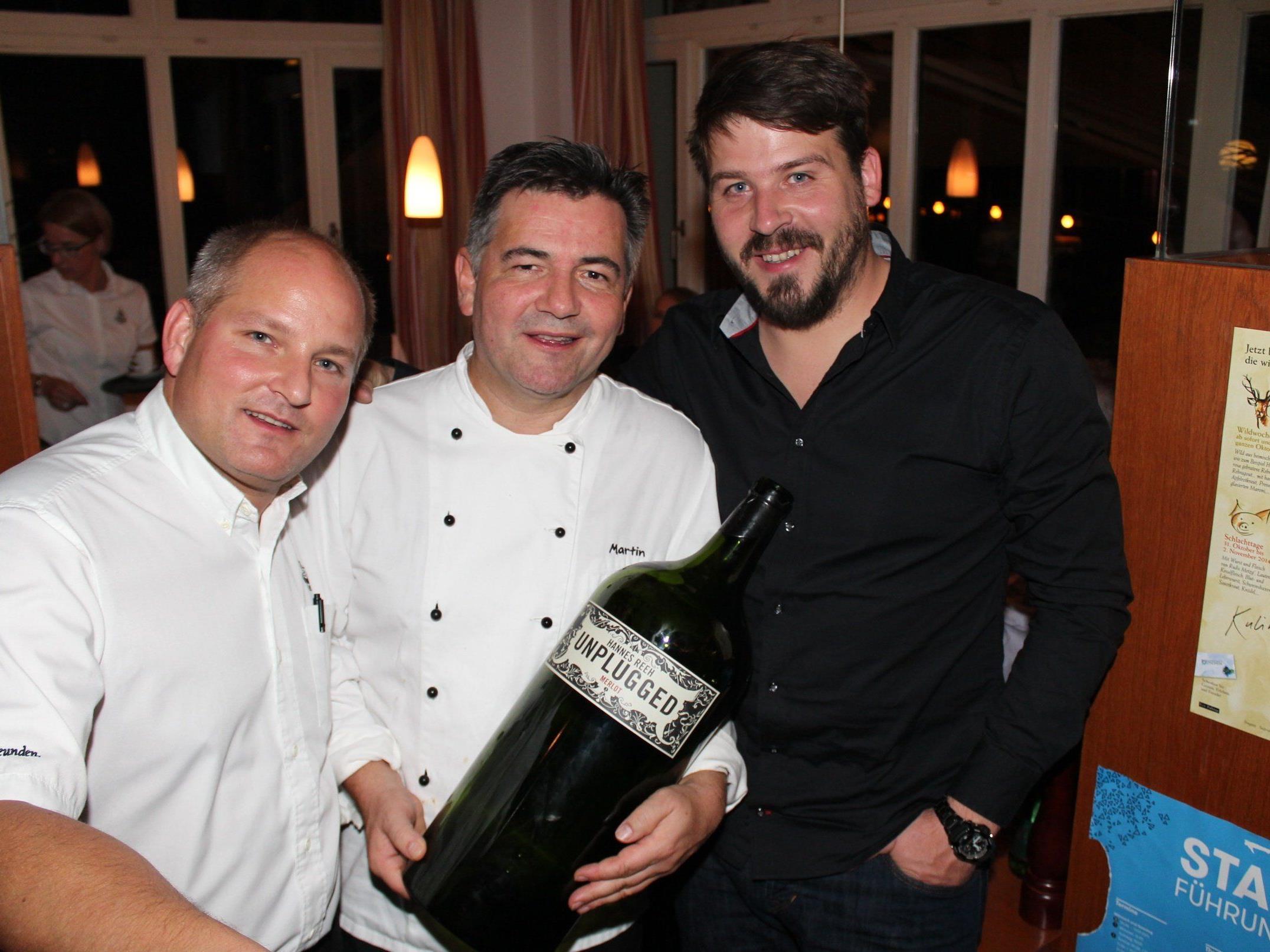 Thomas Zwerger und Martin Berthold mit dem Winzer Hannes Reeh.
