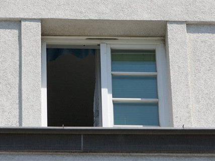Mit einem Sprung aus dem Fenster versuchten die Männer zu entkommen.