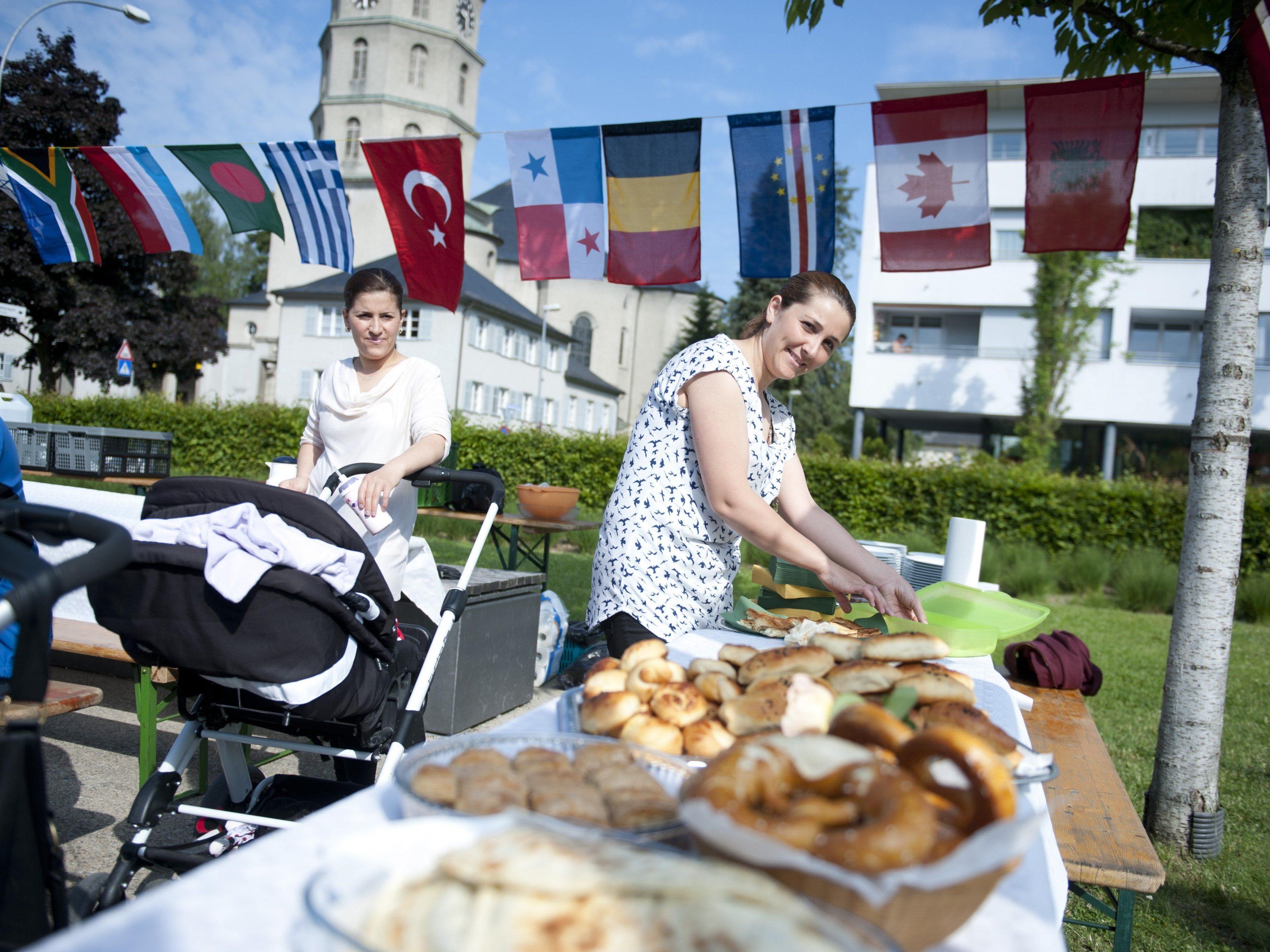 Interkulturelles Zusammenleben ist immer auch interreligiöses Zusammenleben, denn Religion ist ein Teil von Kultur, auch in einer säkularisierten Gesellschaft.