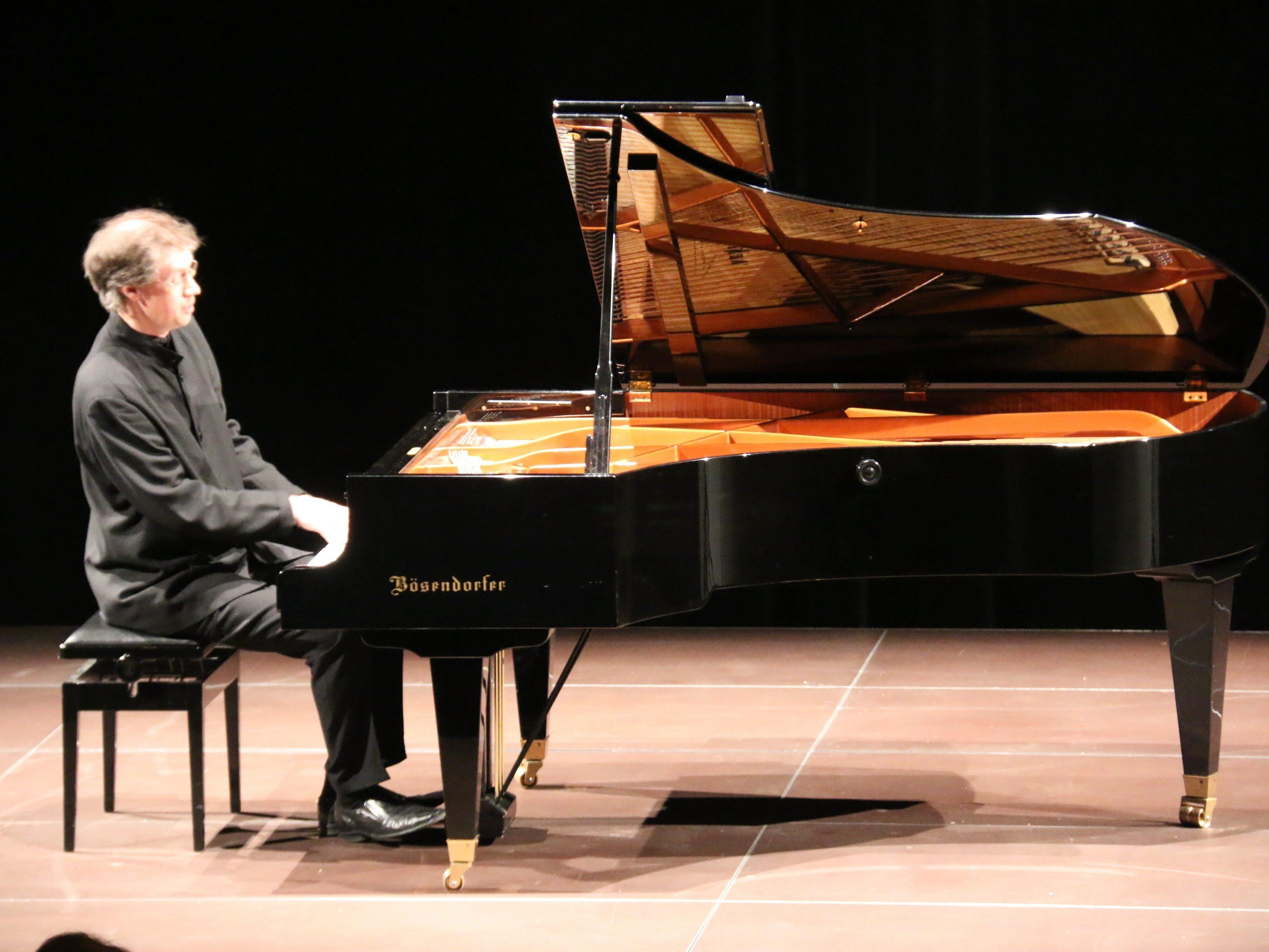 Der englische Weltklassepianist Ian Fountain spielte auf Einladung der Chopin-Gesellschaft im Pförtnerhaus.