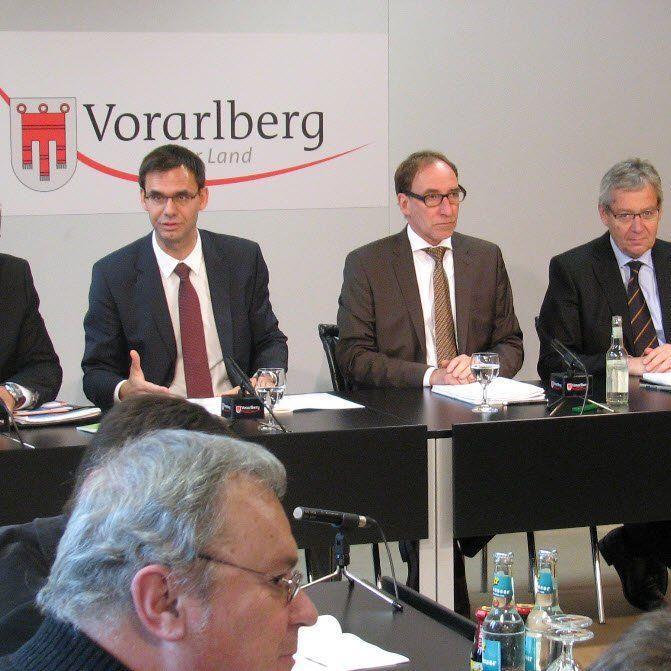 LH Wallner, LR Rauch und LSth. Rüdisser stellten im Pressefoyer den Budgetentwurf 2015 des Landes Vorarlberg vor Fotos
