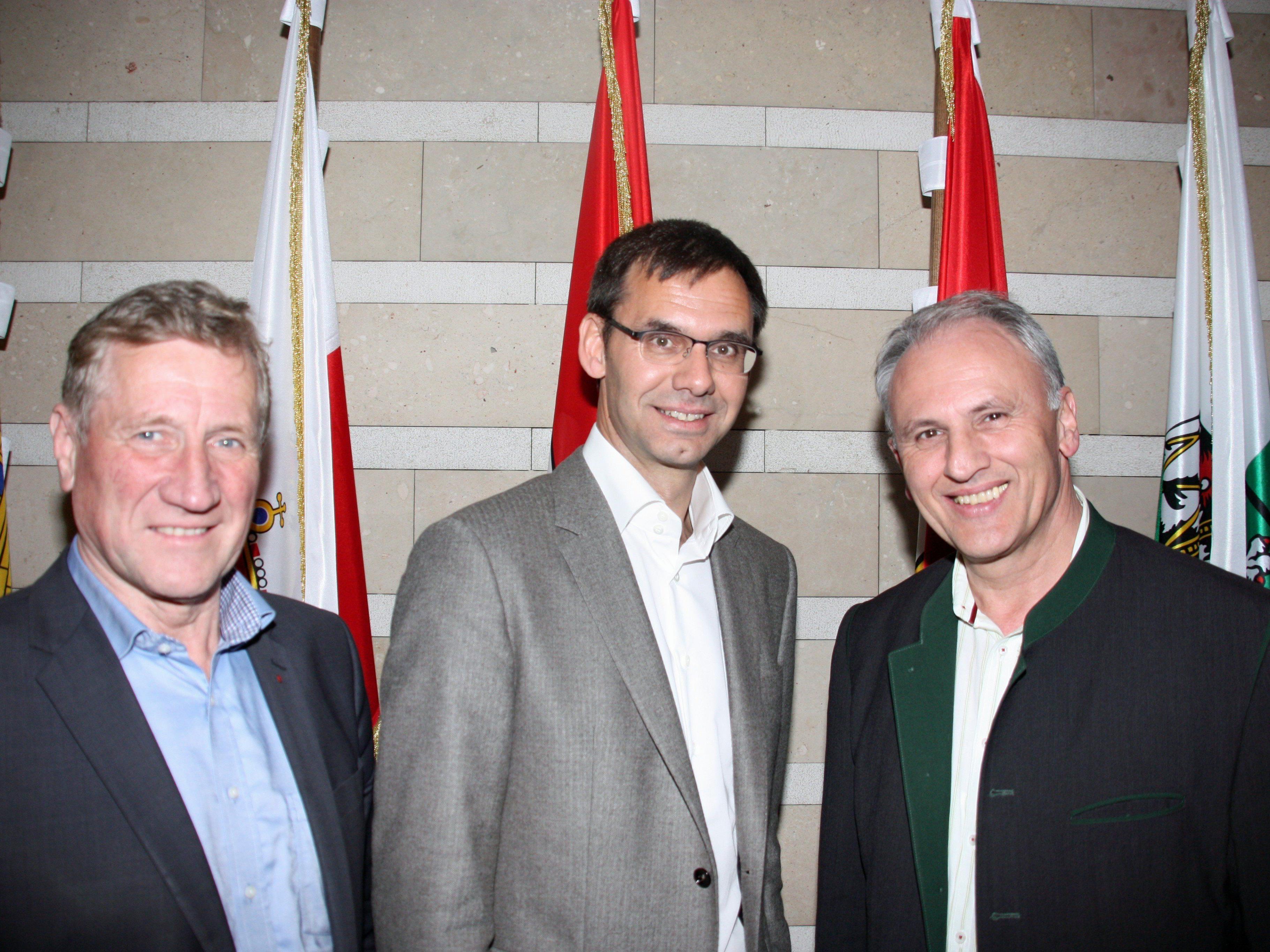Treffen im Landhaus: Wolfram Baldauf, Obmann des Vorarlberger Blasmusikverbands, bei Landeshauptmann Markus Wallner und Landesrat Erich Schwärzler.