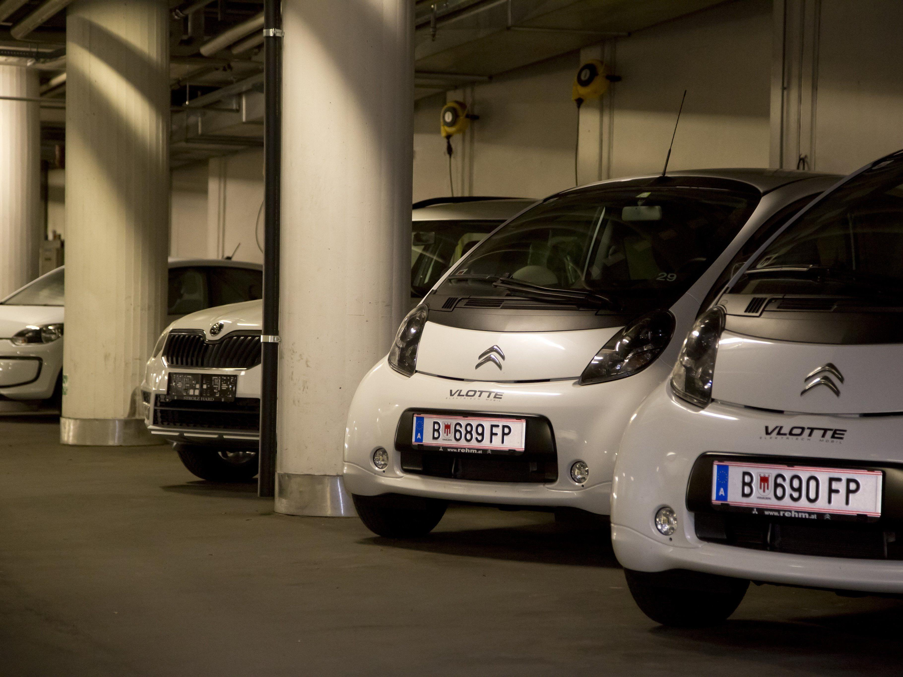 In der Landhausgarage schon gut sichtbar, in der Statistik des Fuhrparks noch nicht: die Elektroautos.