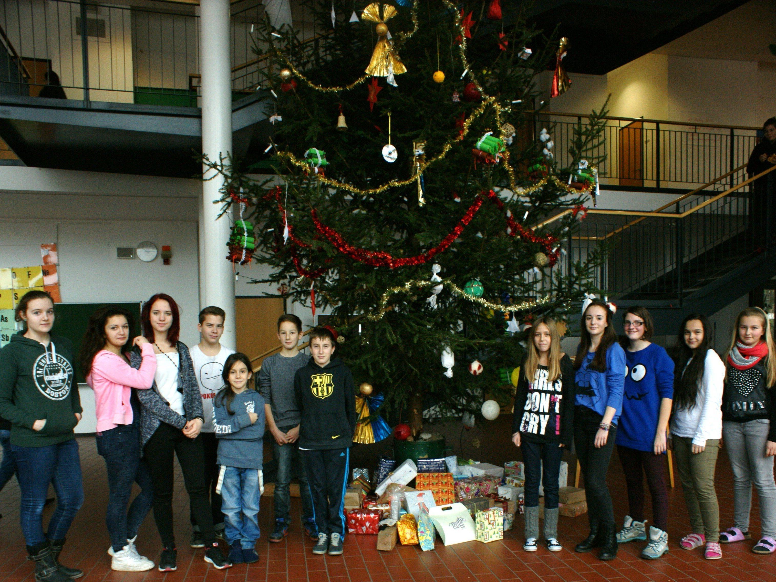 Die Schülerinnen und Schüler der MS Hasenfeld machten Geschenke für einen guten Zweck