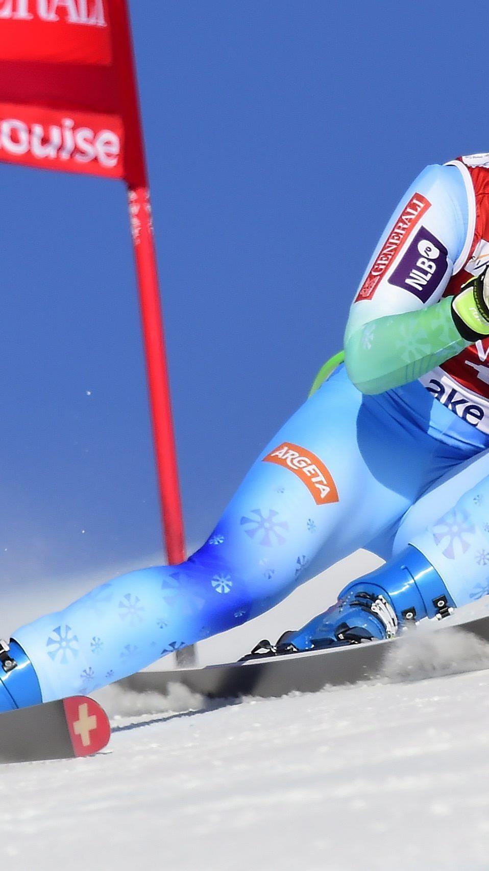 Tina Maze holte sich den Sieg in der ersten Abfahrt von Lake Louise.