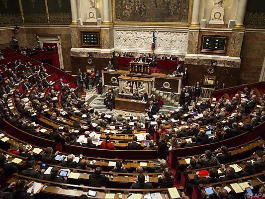 Symbolischer Schritt durch die Nationalversammlung