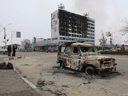 Das Verlagsgebäude geriet bei den Kämpfen in Brand