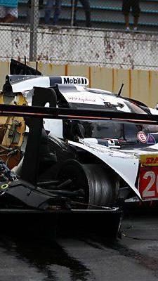 Das zerstörte Auto von Webber