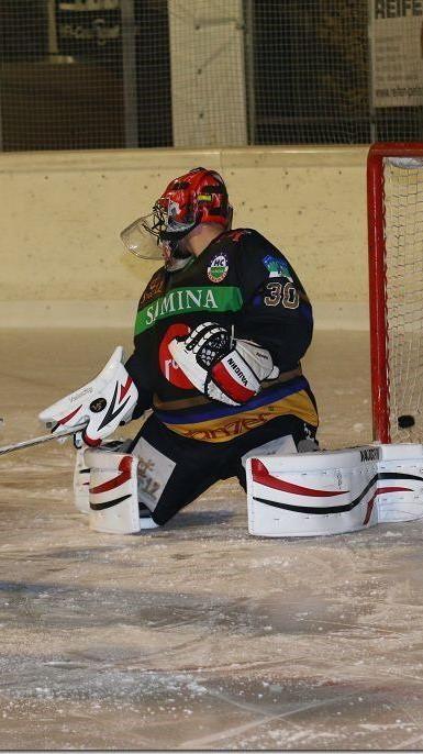 HC Rankweil Goalie Marco Knobel musste sechs Mal den Puck aus seinem eigenen Tor nehmen.