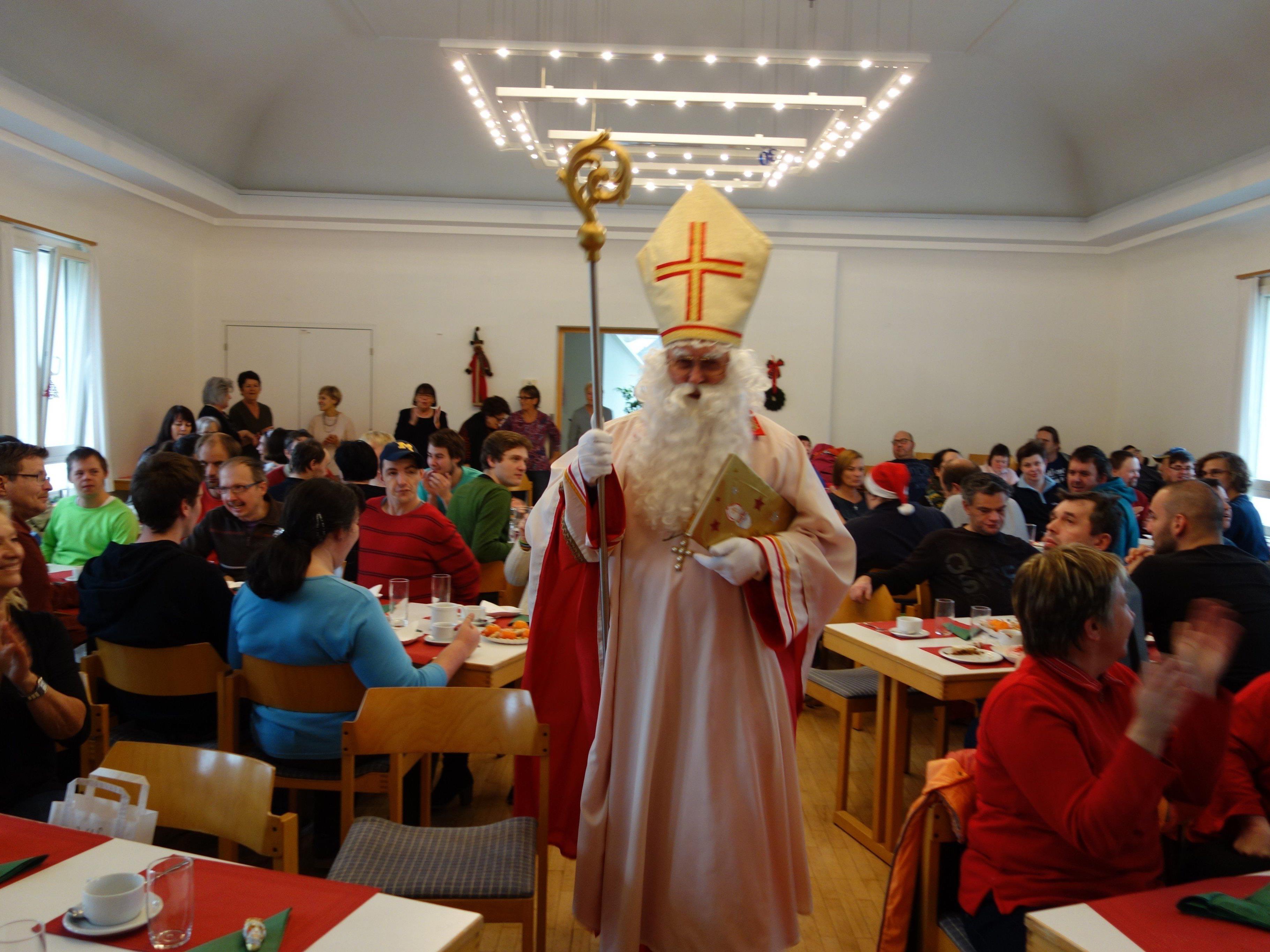 Einzug des Nikolaus für die Menschen der Lebenshilfe