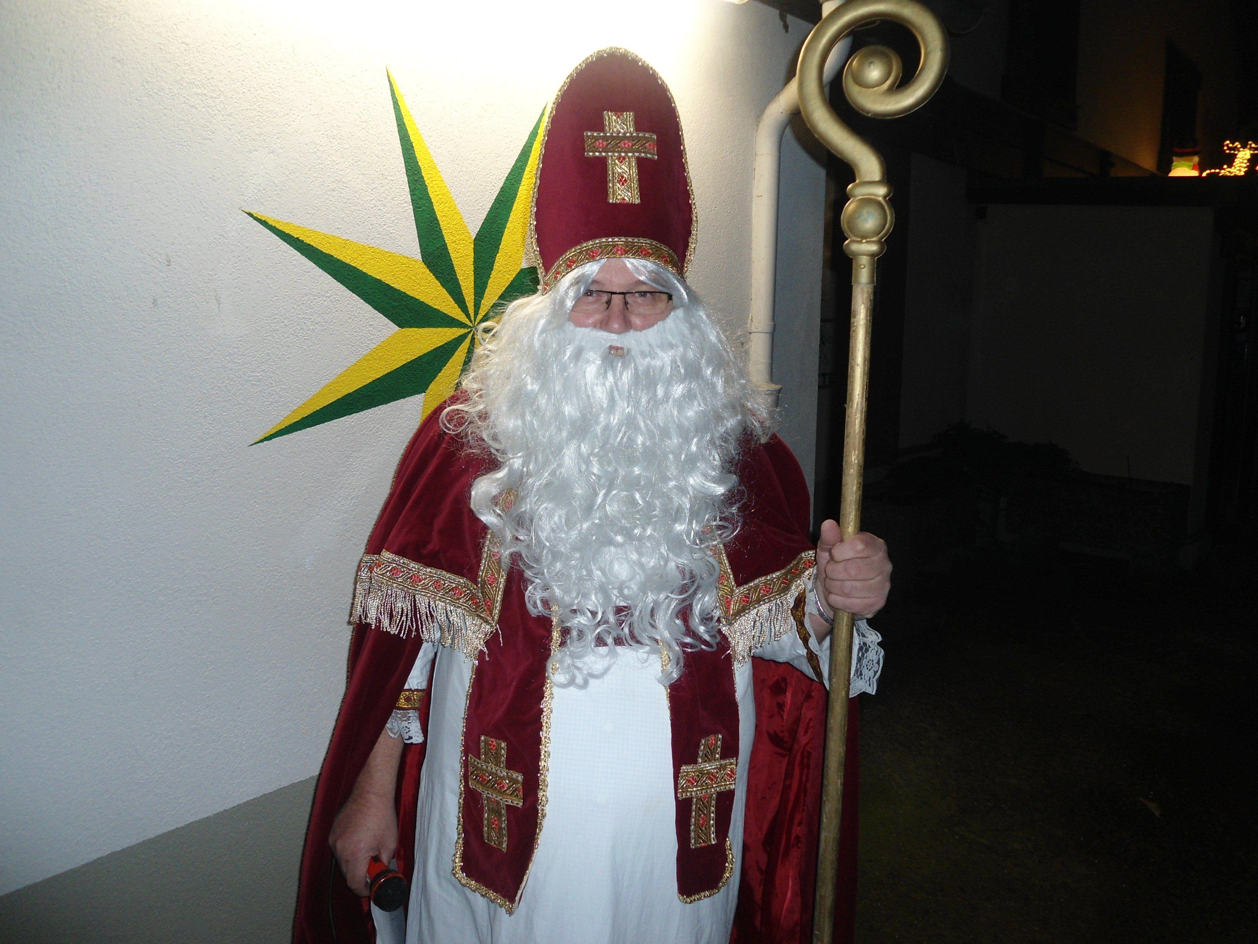 St. Nikolaus besuchte die Sternen-Sparer.