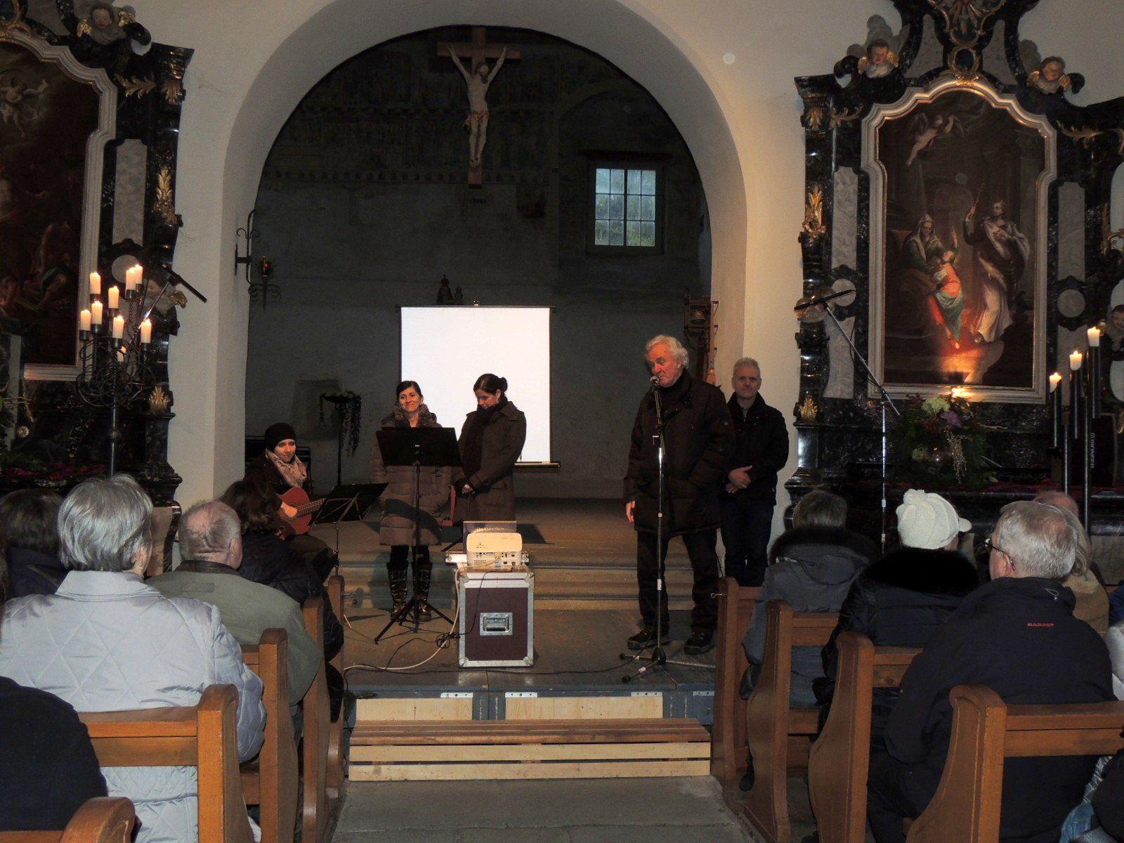 Organisator der Konzertreihe, Mag. Gunnar Breuer, dankte dem Familiengesang Sinz für das beeindruckende Konzert