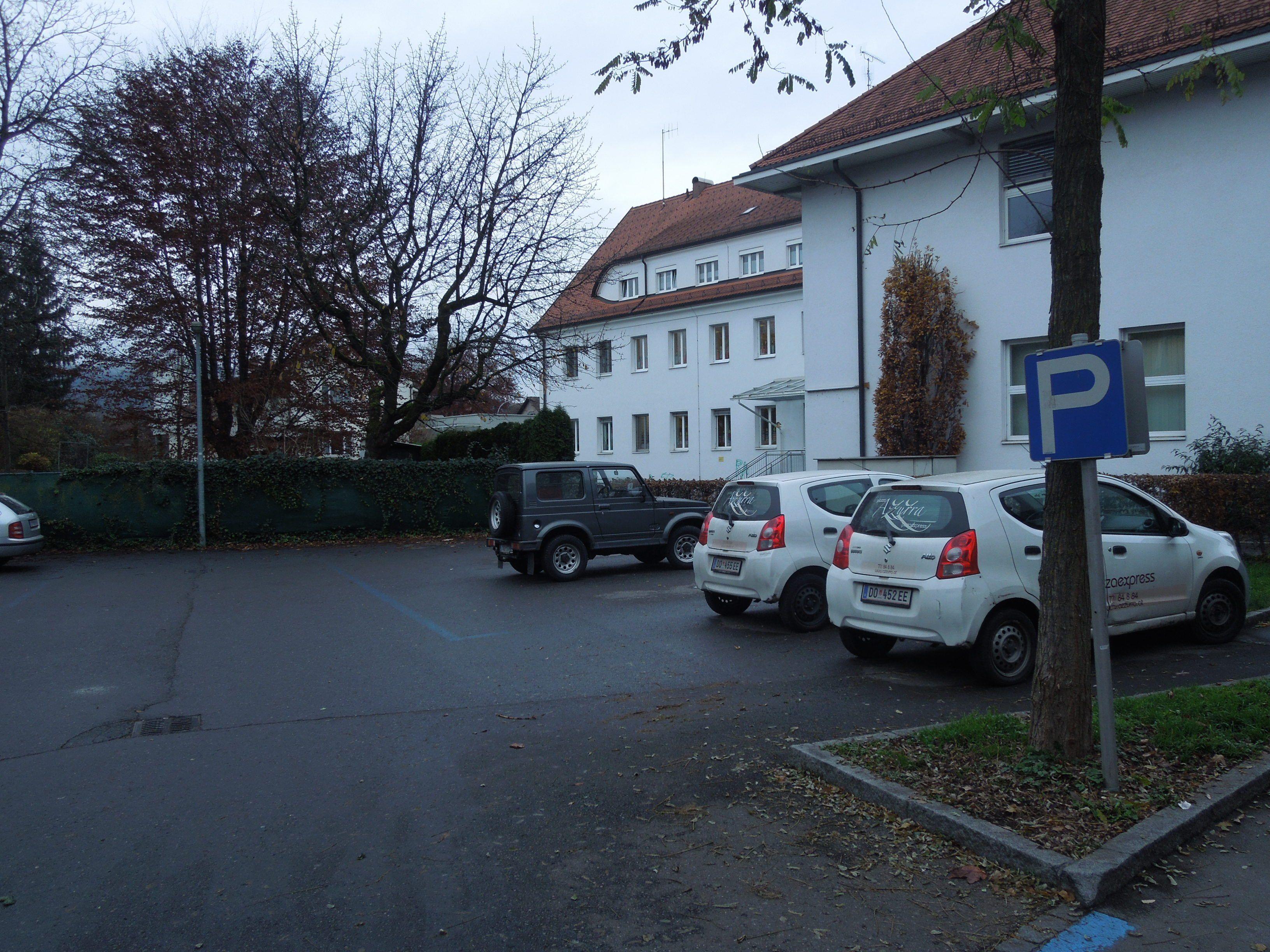 Noch für dieses Jahr ist auf dem Parkplatz beim Postgebäude eine Umgestaltung als Pausenhof geplant.
