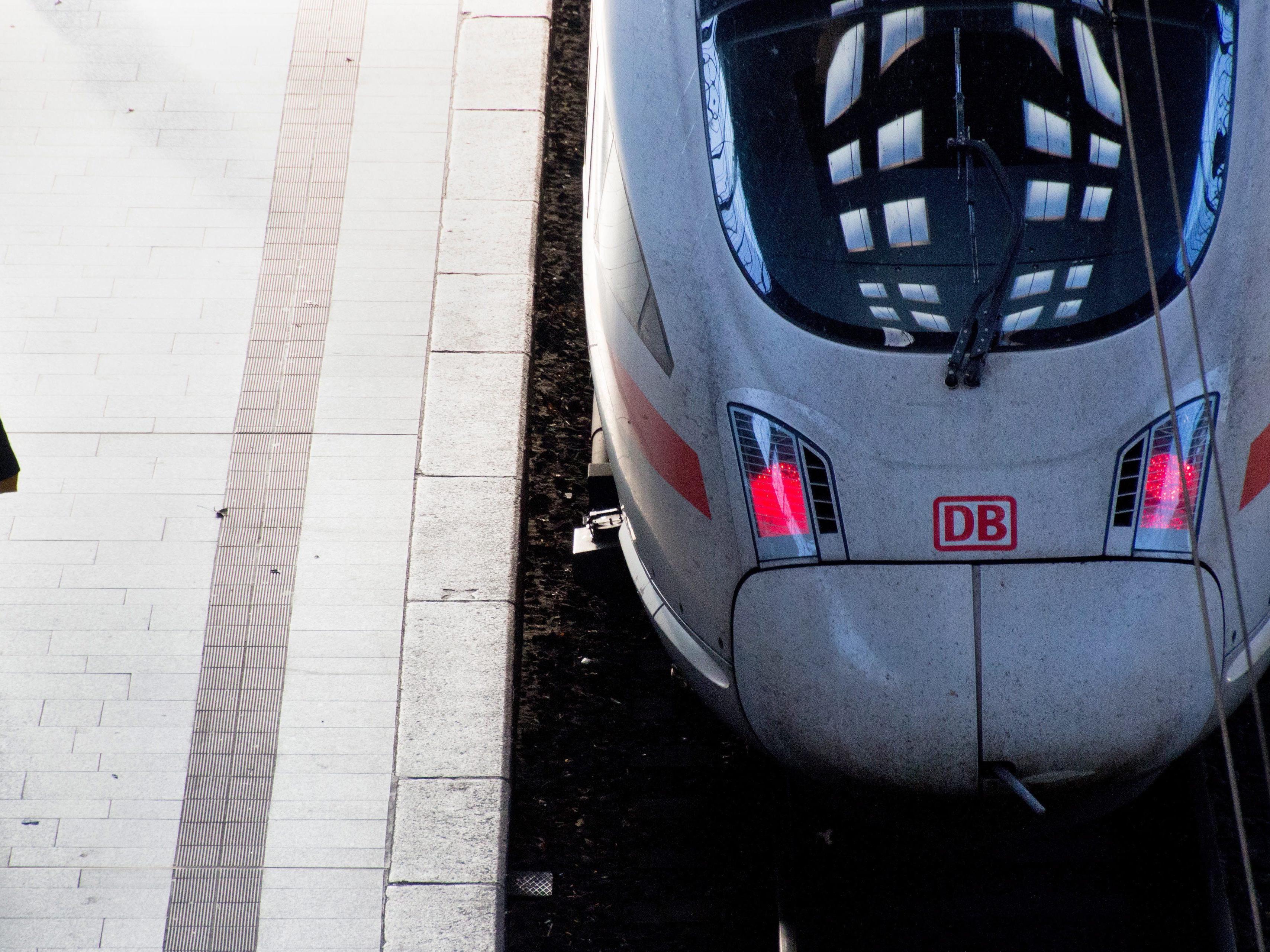 Allein 2015 werden 3.800 Kilometer Schiene erneuert.