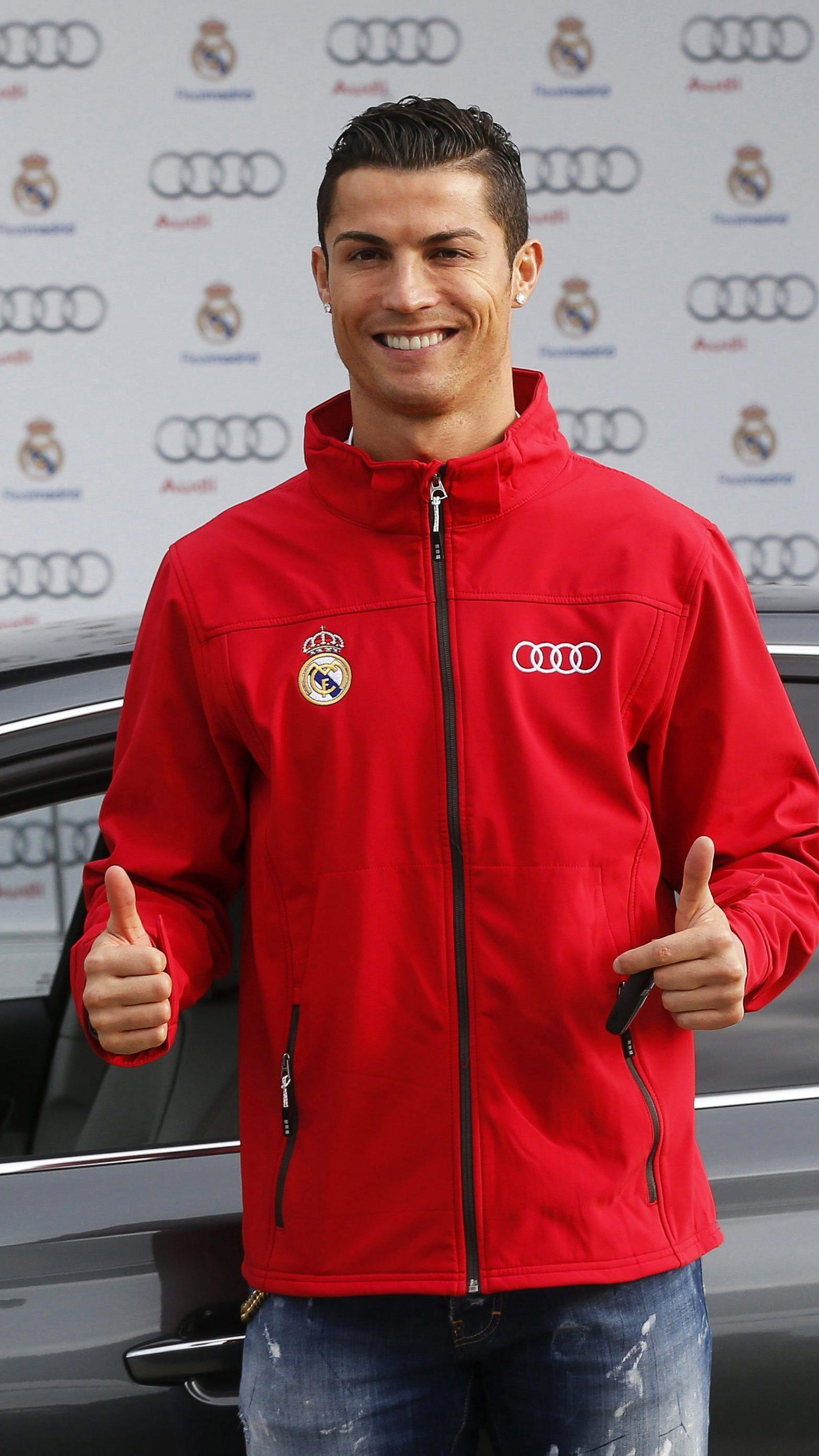 Cristiano Ronaldo ist der bestbezahlte Fußballer.