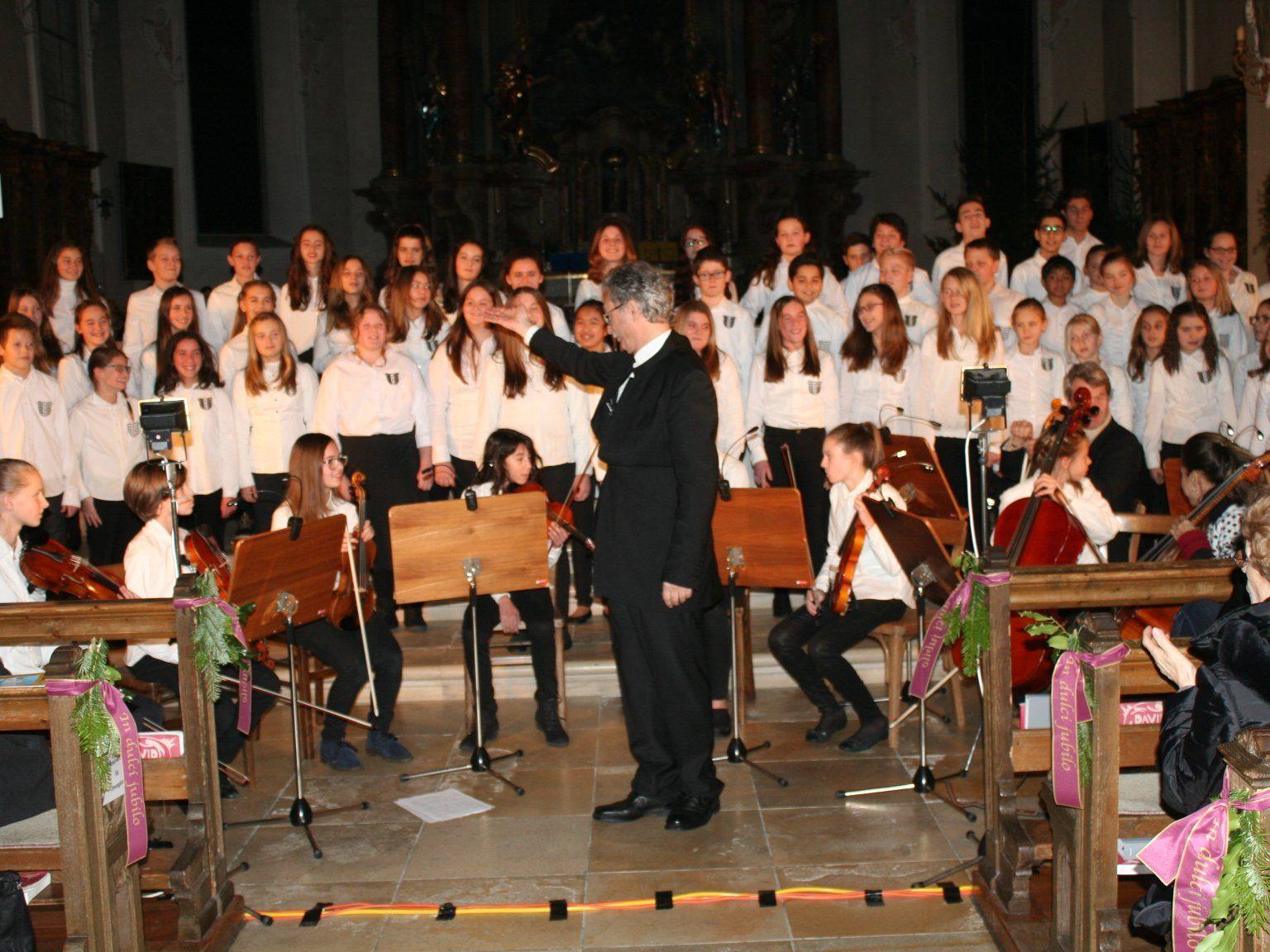 Rund 100 Kinder und Jugendliche der Musikmittelschule Bregenz-Stadt sorgten für ein fulminantes Konzert