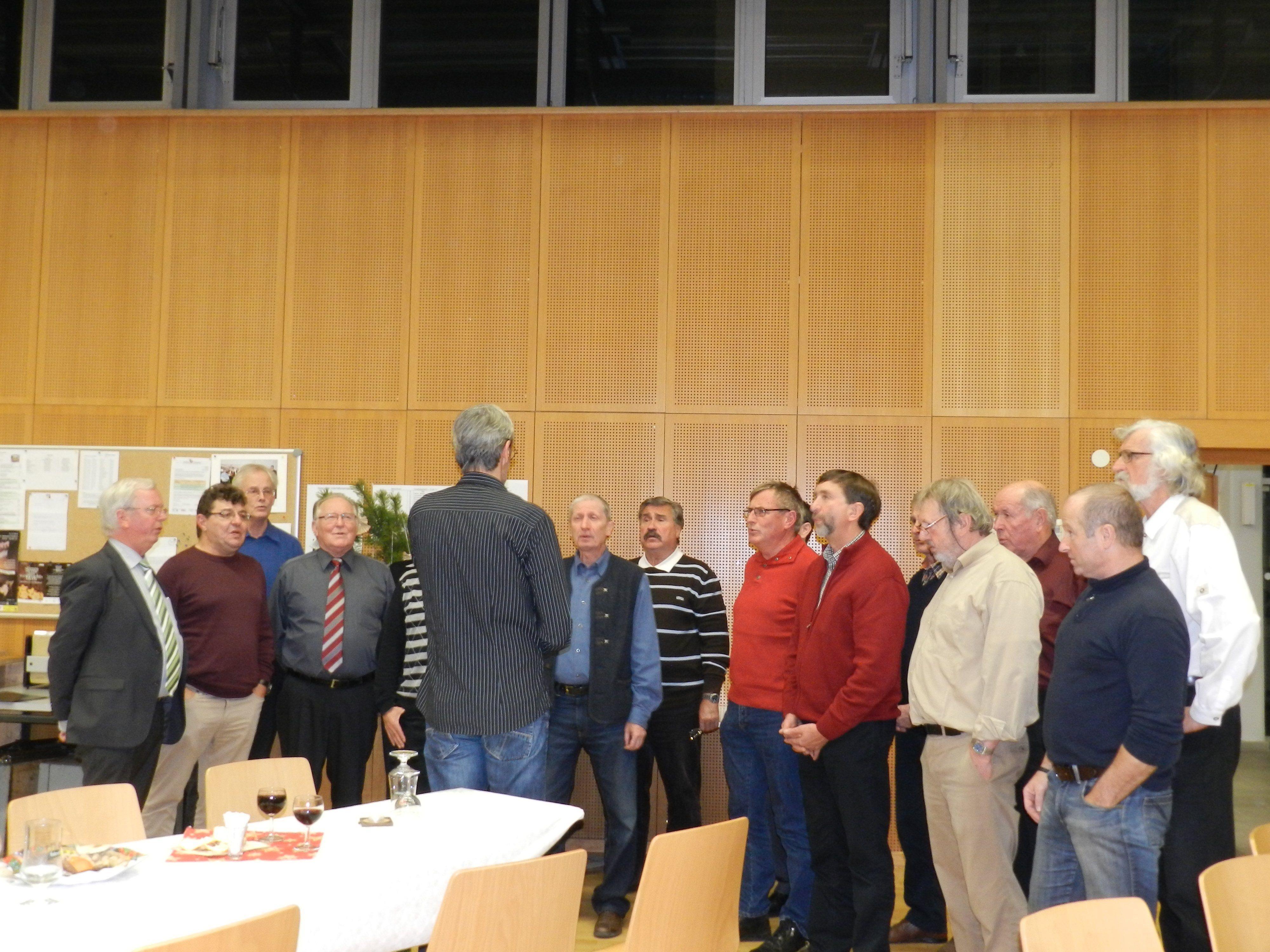 Weihnachtlicher Gesang im Probelokal.