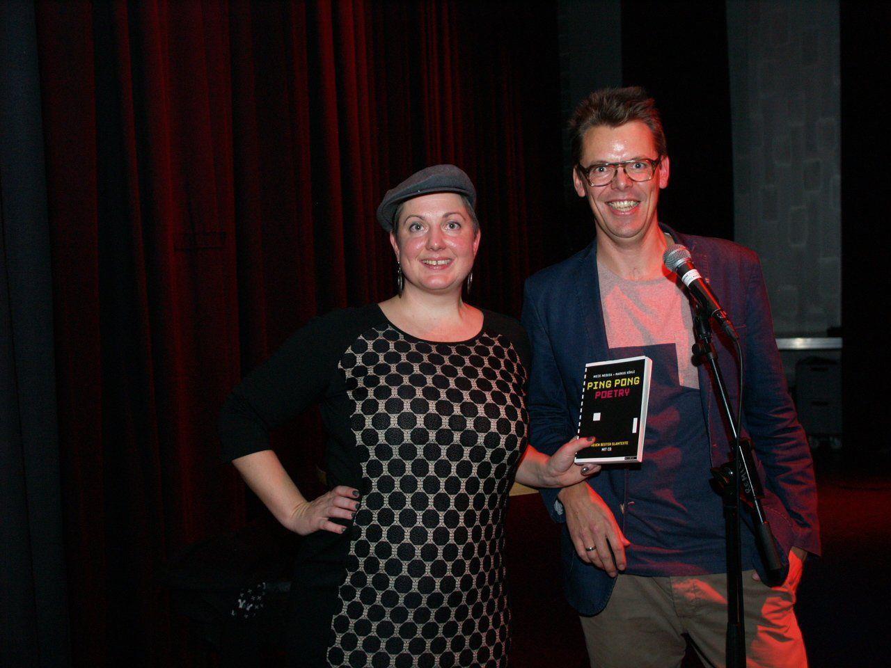 Mieze Medusa und Markus Köhle präsentierten zeitgemäße literarische Unterhaltung auf bestem Niveau.
