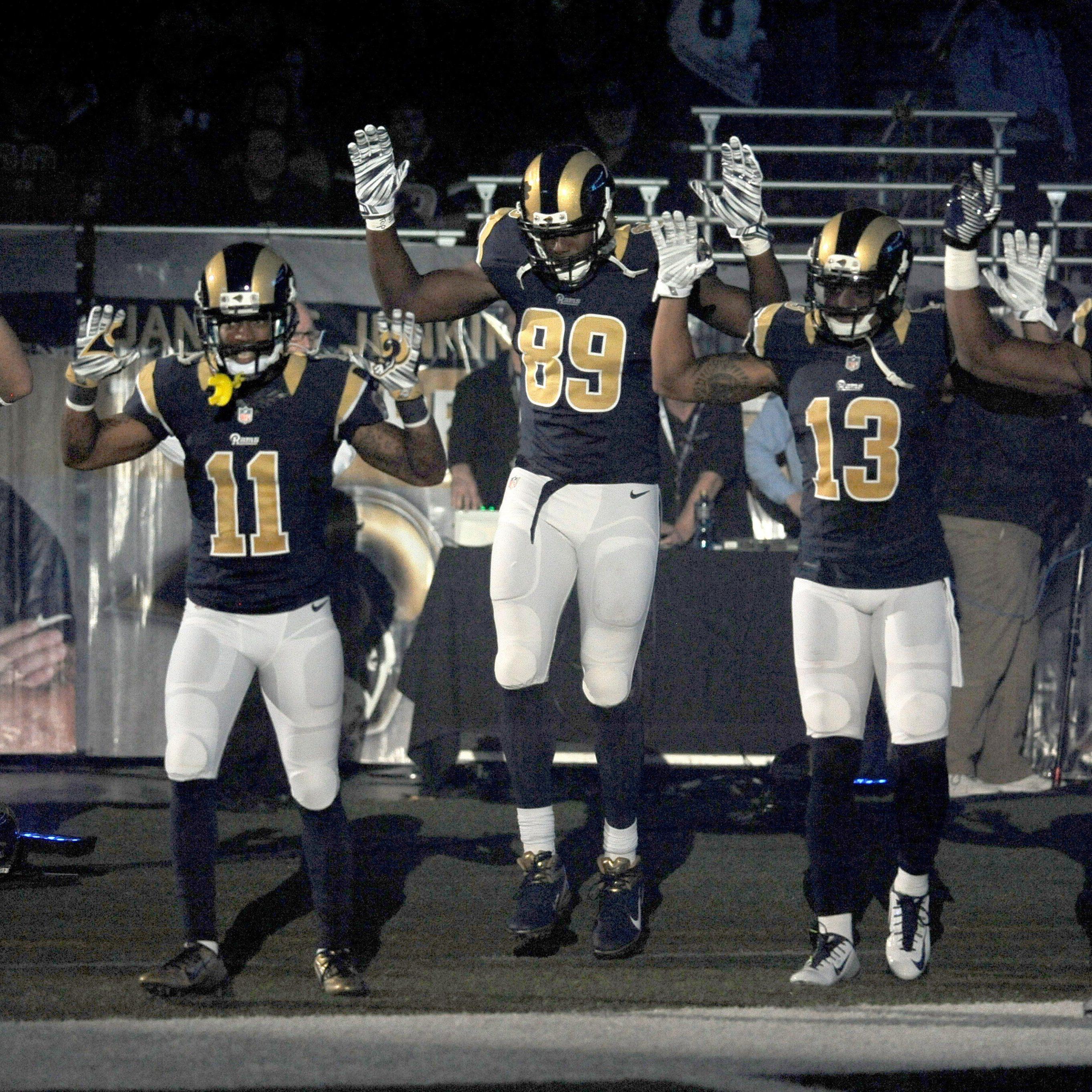 Erhobene Hände bei den Rams-Speilern aus Protest gegen Nicht-Verurteilung von Todesschützen Wilson.