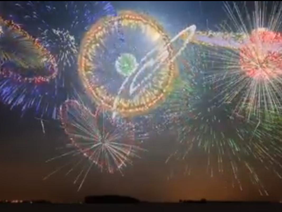 Was dieses Feuerwerk in den Himmel zauber ist wahre Kunst.