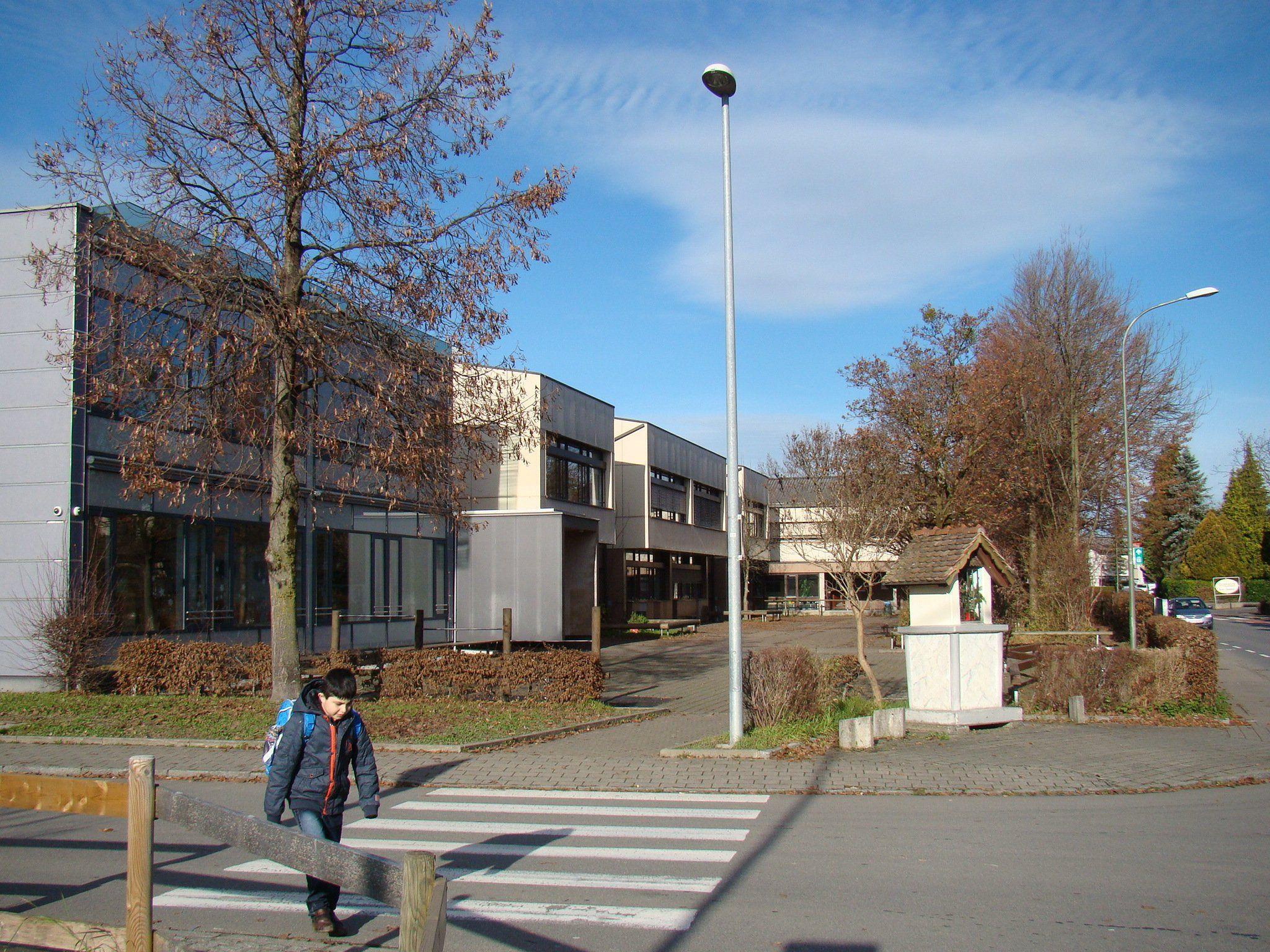 Statt der Generalsanierung der Volksschule Rotkreuz wird die Errichtung eines modernen Bildungs-Campus geplant.