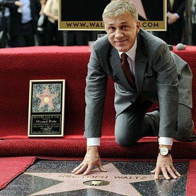 Ein stolzer Christoph Waltz mit seinem neu enthüllten Stern am Walk of Fame