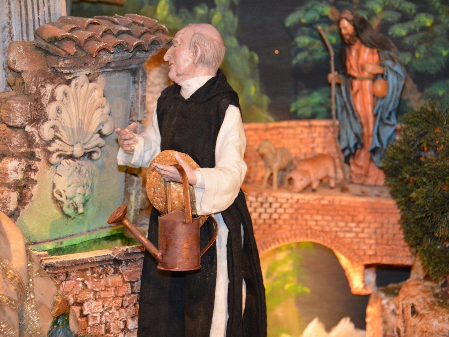 Mit der Birnauer Klosterkrippe werden - augenzwinkernd - zu Jesu Geburt bereits Patres gezeigt...