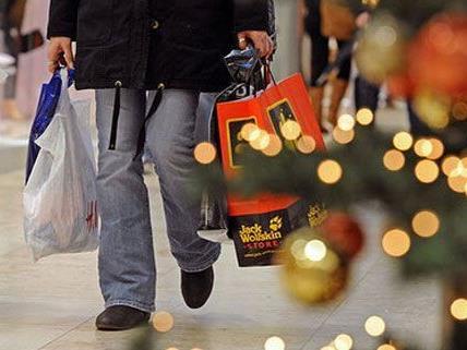 Das lange Wochenende nutzen viele Wiener für ihre Weihnachtseinkäufe.