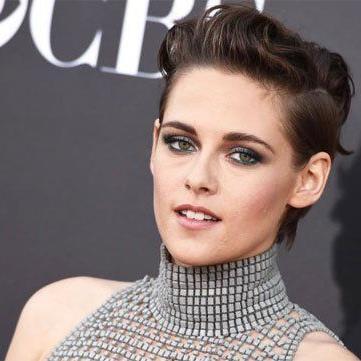 Auf den ersten Blick erkennt man sie kaum: Kristen Stewart mit kurzen Haaren.