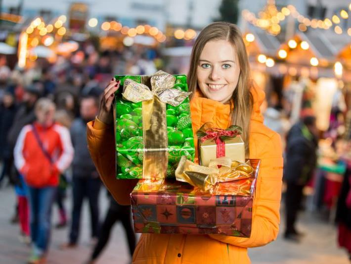 Die Vorarlberger Geschäfte erwarten heute einen starken Einkaufstag. Auch Natalie wird den Tag nutzen, um Geschenke zu besorgen.