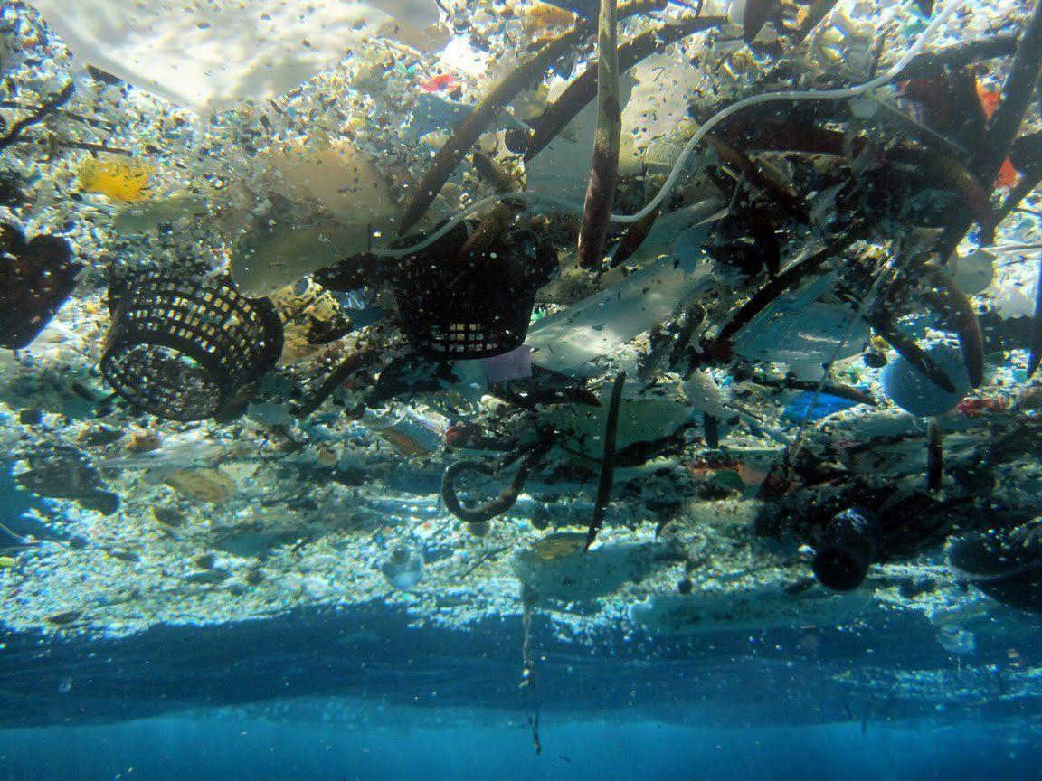 Mülldeponie Ozean: Fast 269.000 Tonnen Plastik gefährden die Umwelt und die Unterwasserwelt massiv.