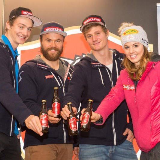 Die Snowboard-Athleten freuen sich auf das eigens hergestellte WC-Bier