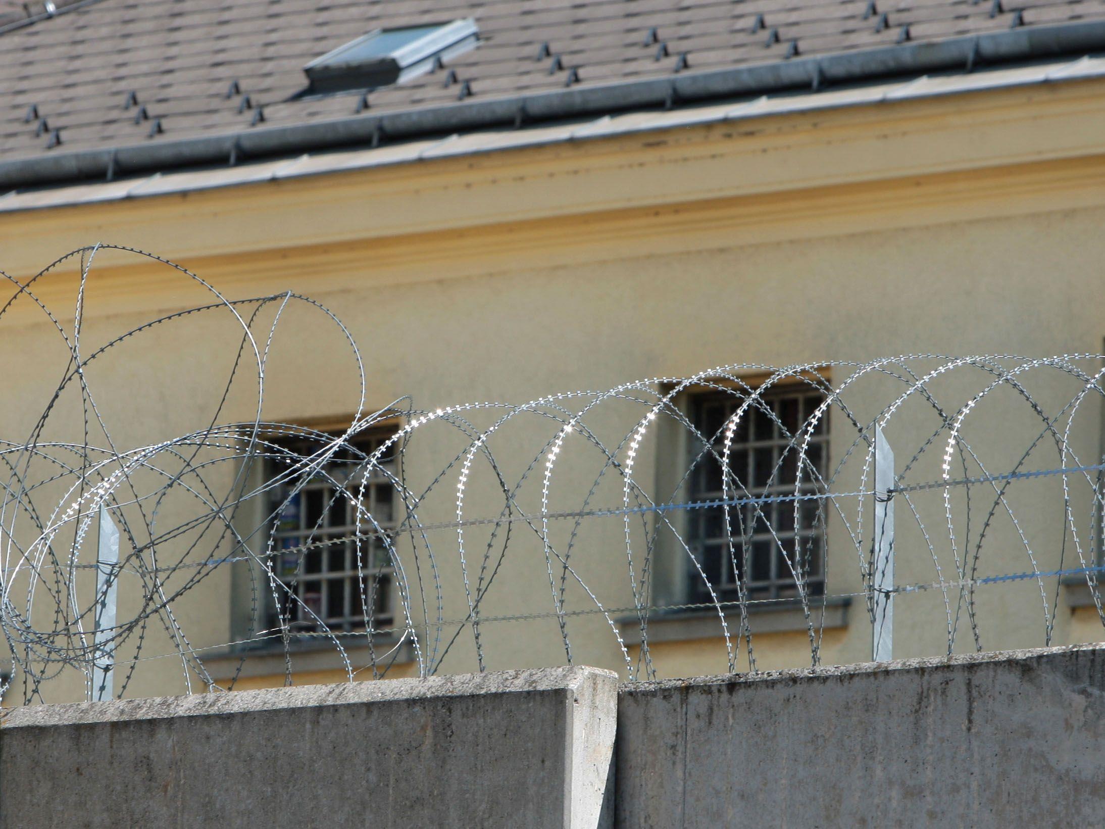 Nach Großrazzia mit 14 Festnahmen.