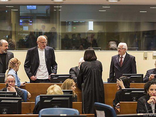 Fünf ehemalige Offiziere rechtskräftig verurteilt