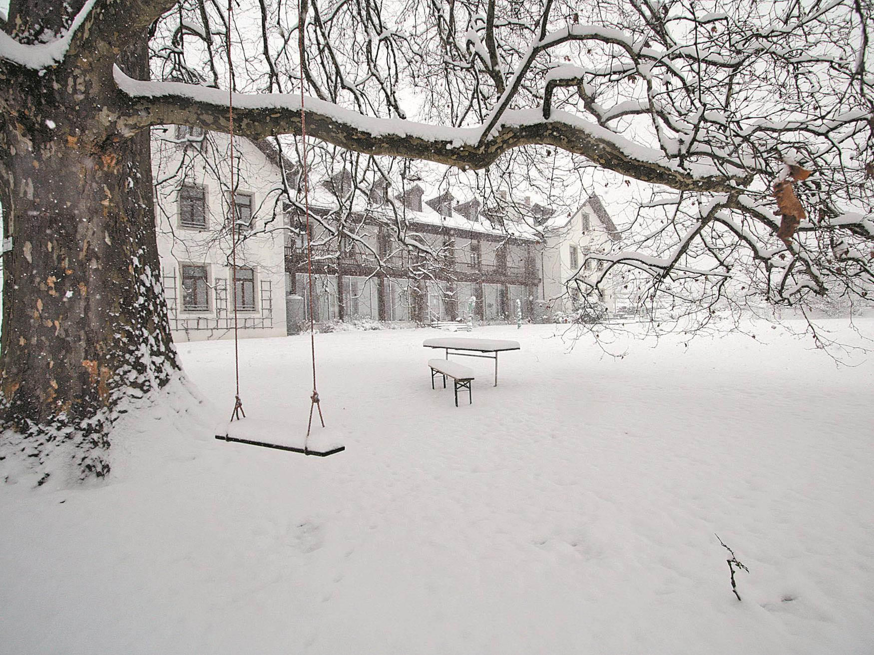 Landschaftliches Idyll am Blasenberg. Das ehemalige Sommerhaus der Jesuiten wurde bereits in den 1980er- Jahren zu einer Therapiestation für Drogenarbeit umgebaut.