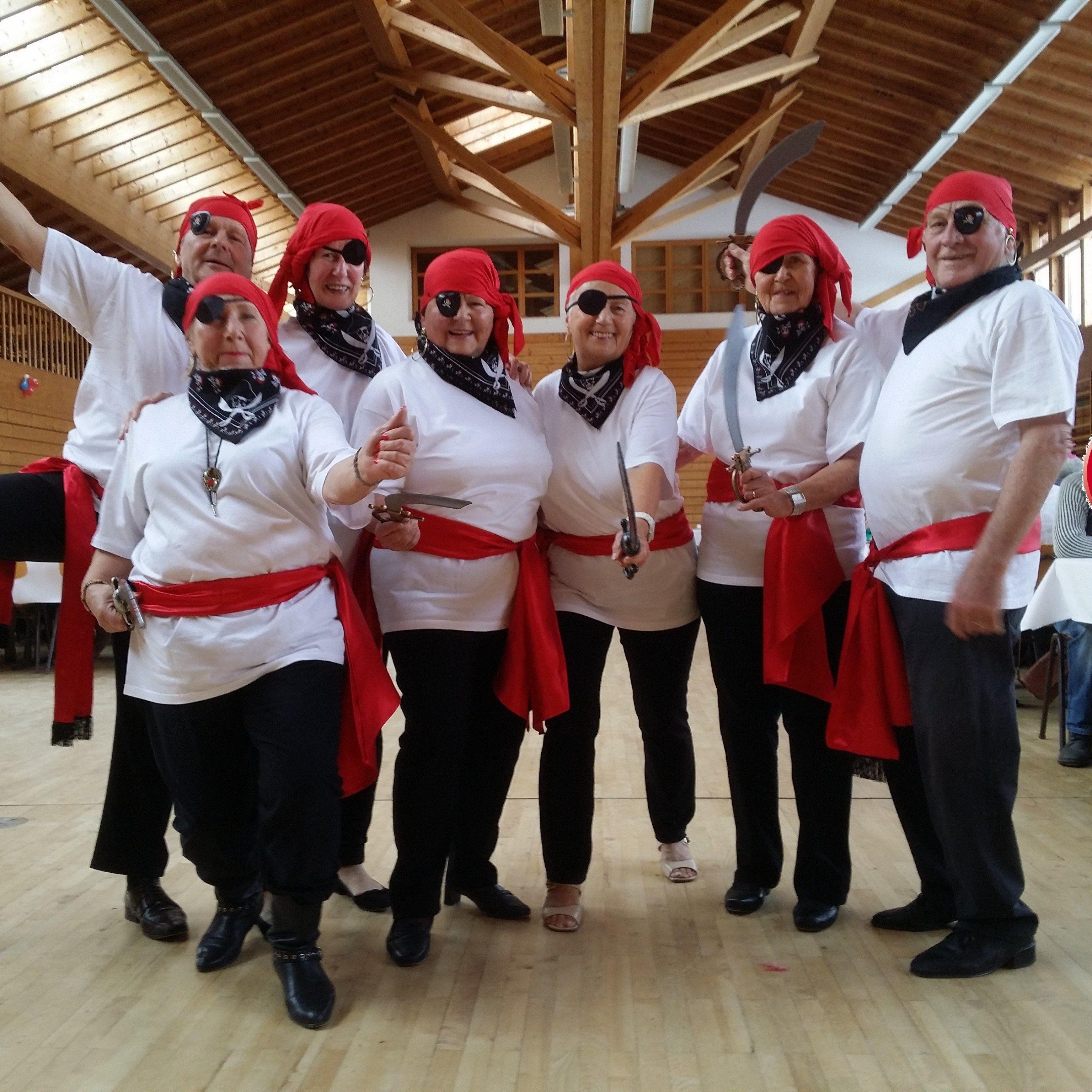 Die schwer bewaffneten Piraten aus Wolfurt bei der Eröffnung