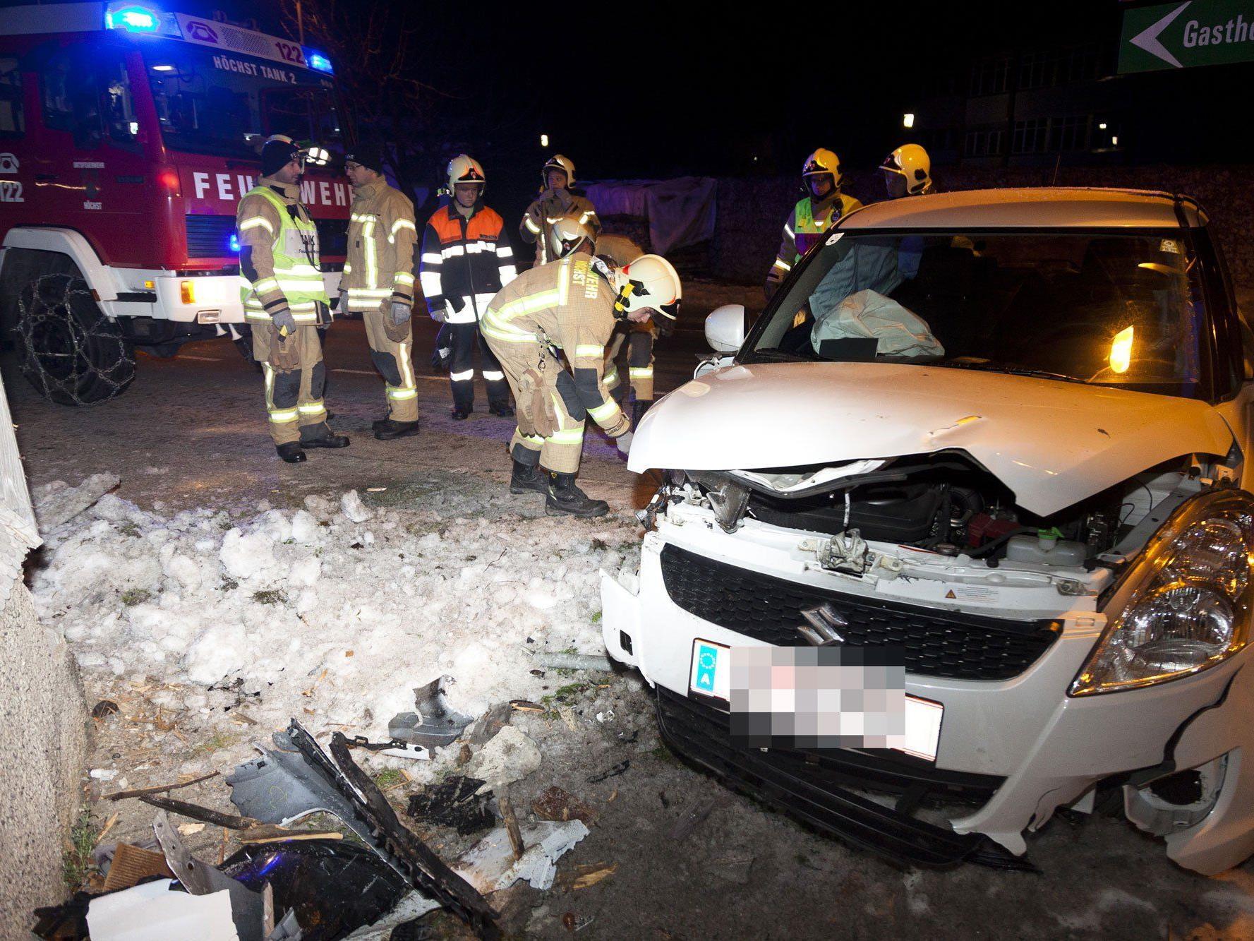 Verkehrsunfall in Höchst fordert Verletzten.