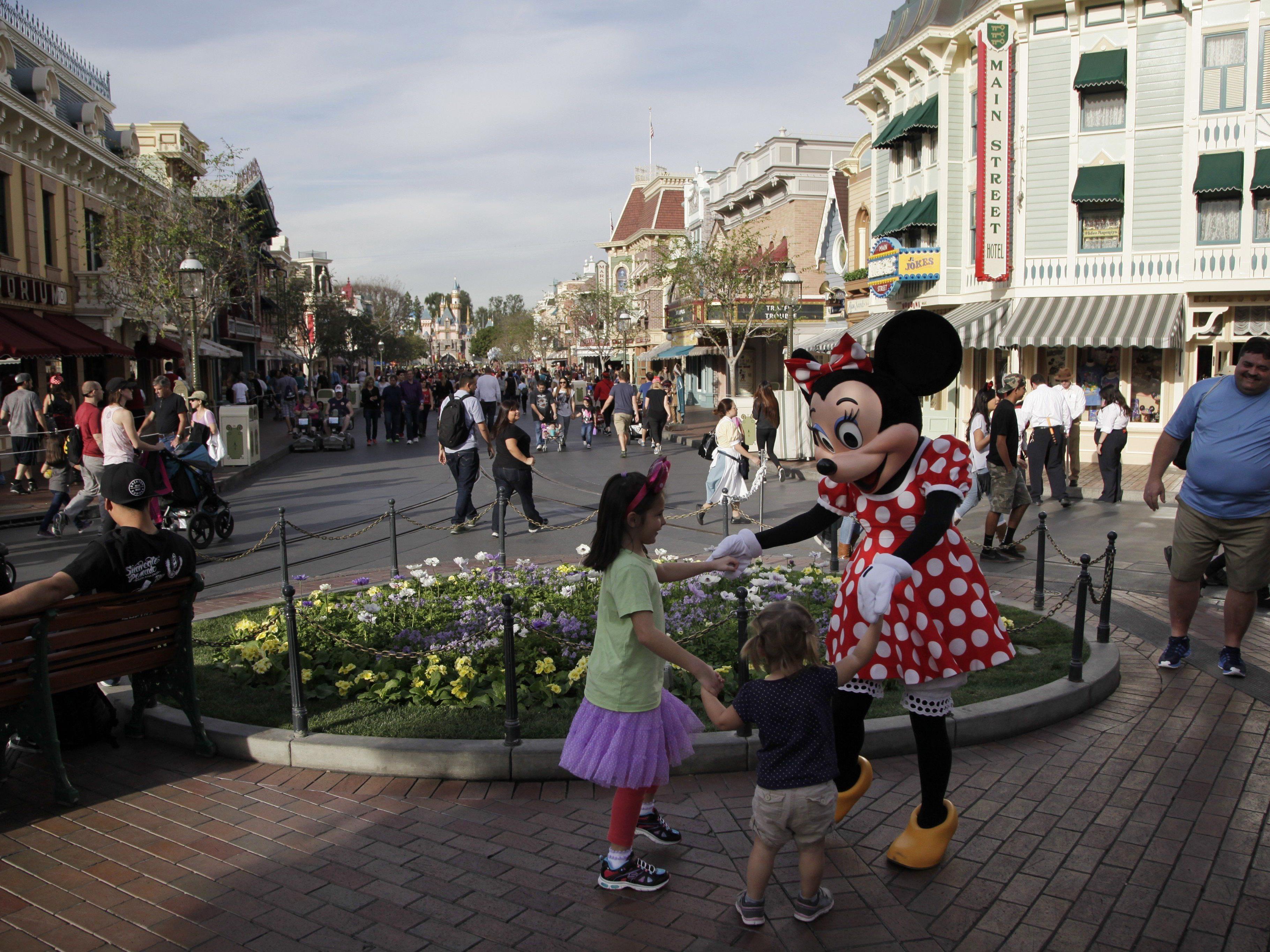 Ausbruch in Disneyland: Nach Kalifornien auch Oregon und Nevada betroffen.