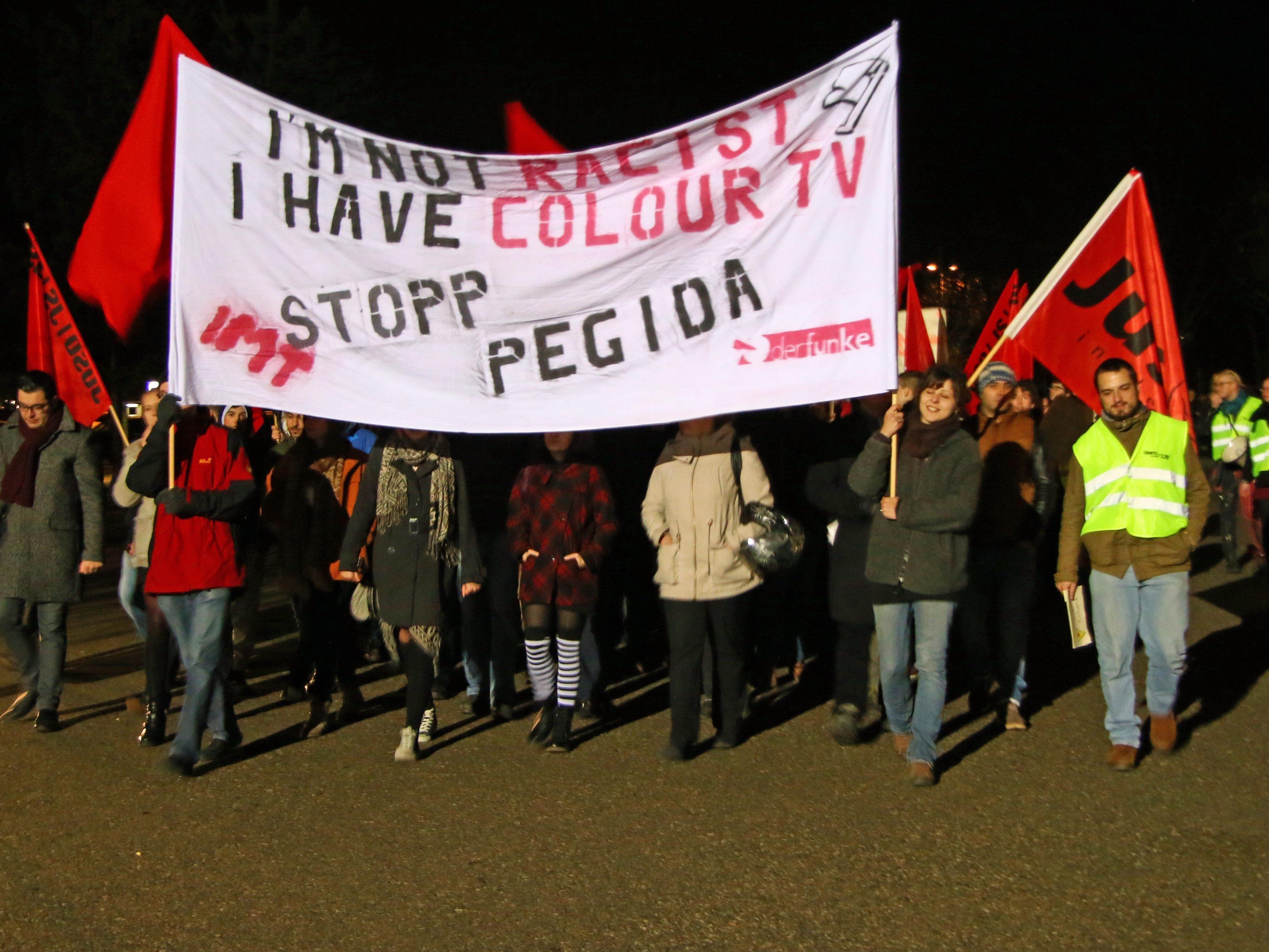 Vergangenen Samstag gingen in Bregenz rund 100 Demonstranten gegen Pegida auf die Straße.